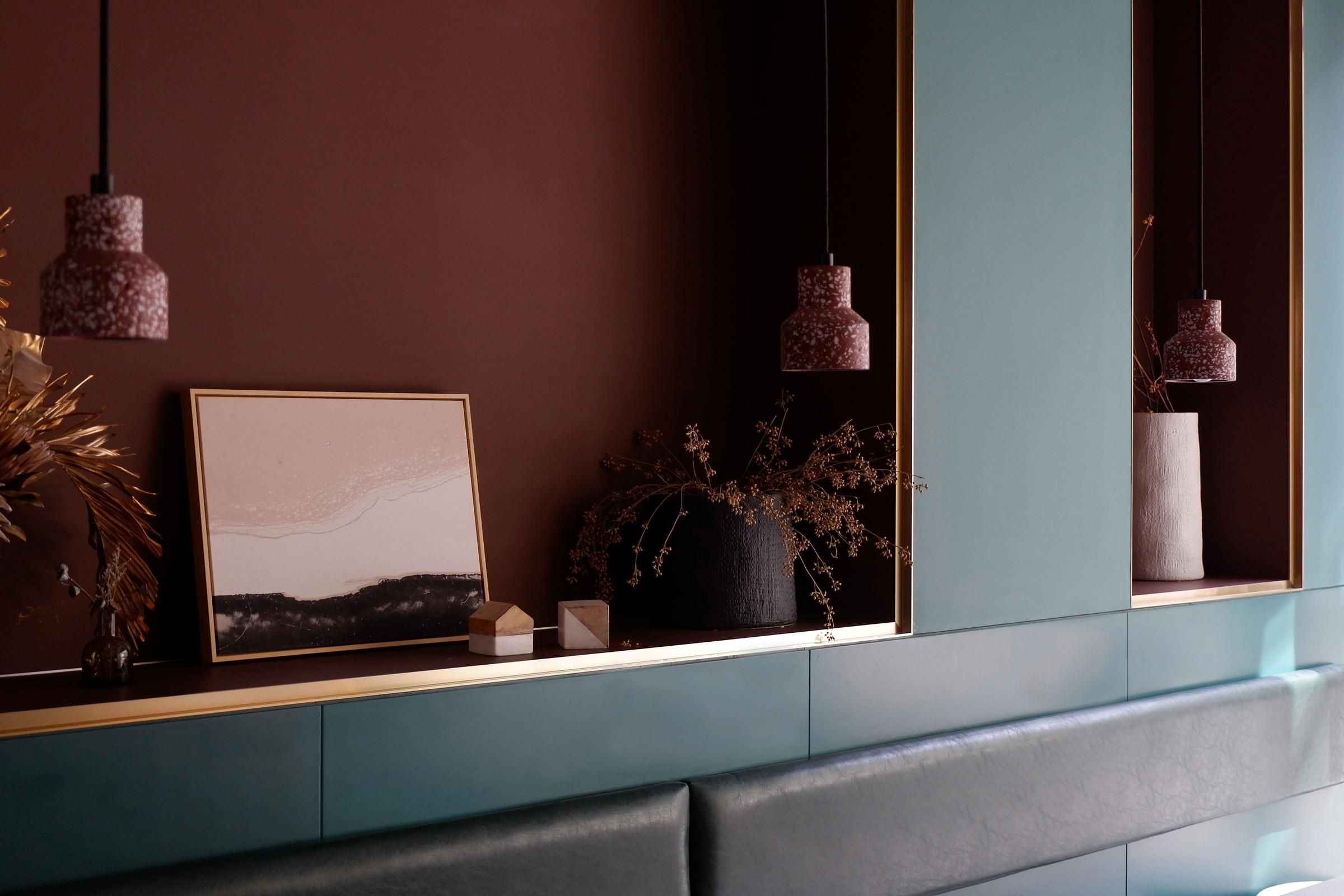 03-窗边的壁龛日景-niche-near-window-during-day-time-1.jpg