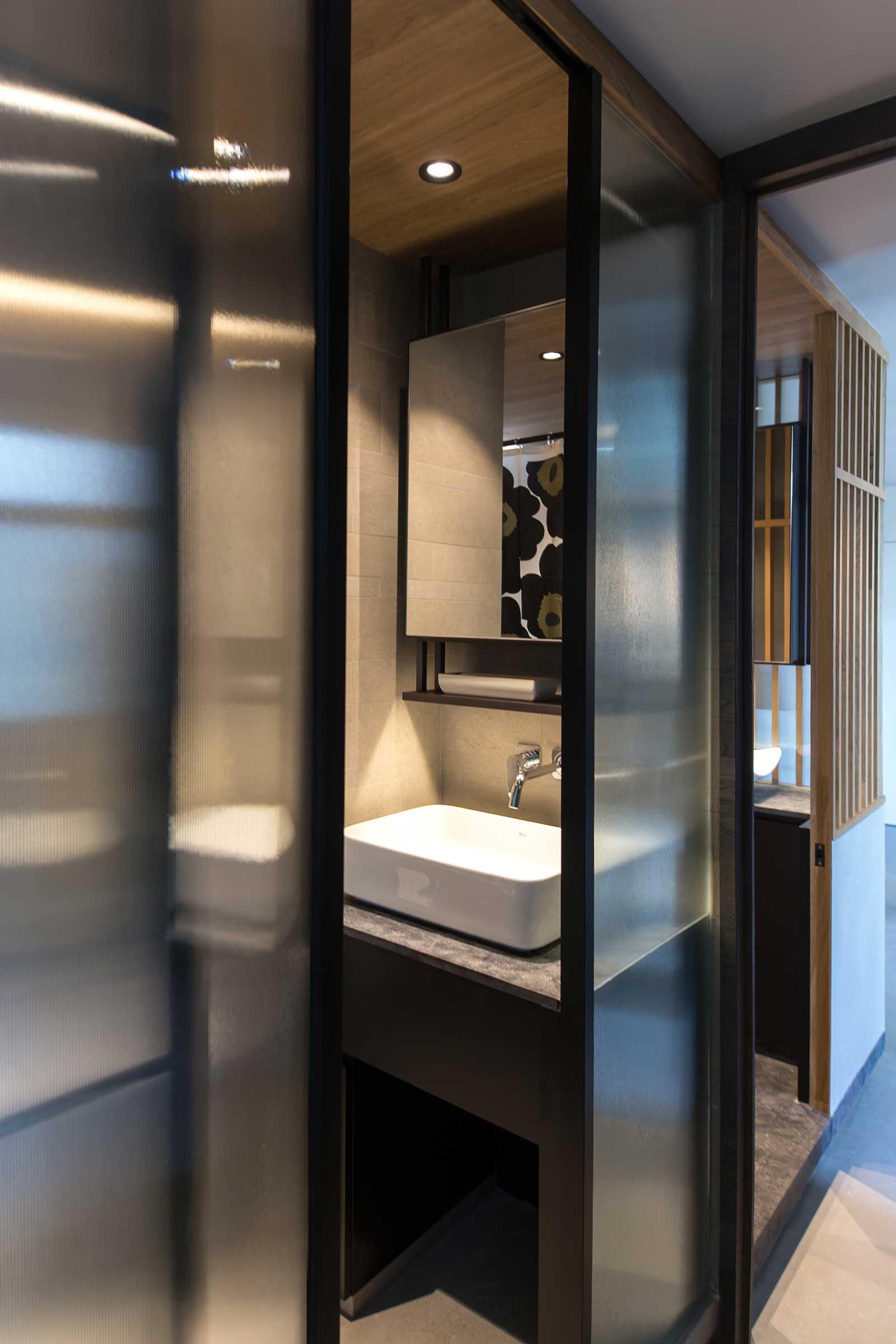 P-Bathroom-Door.jpg