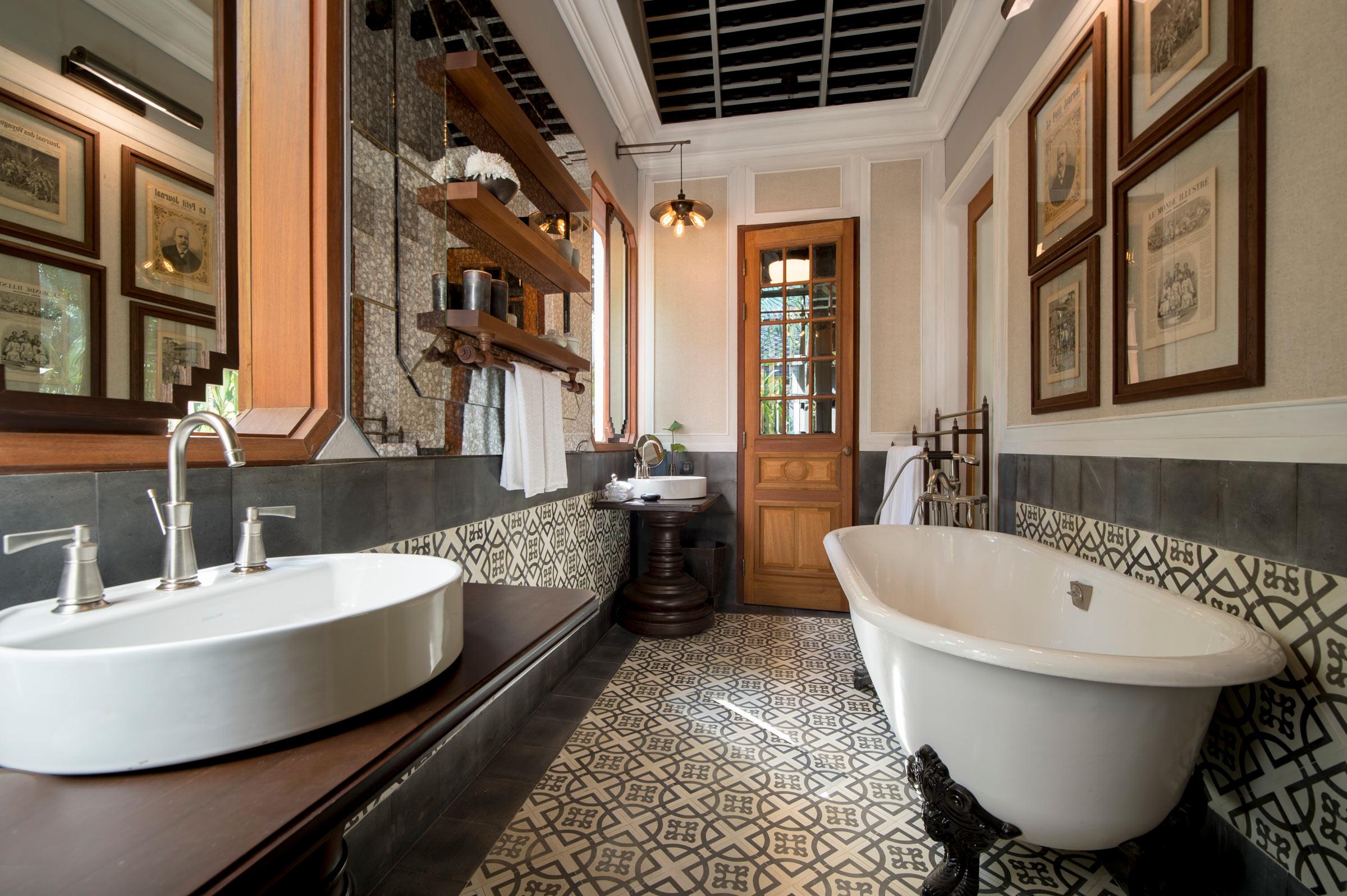 RWLPB_Riverside-villa-bathroom.jpg