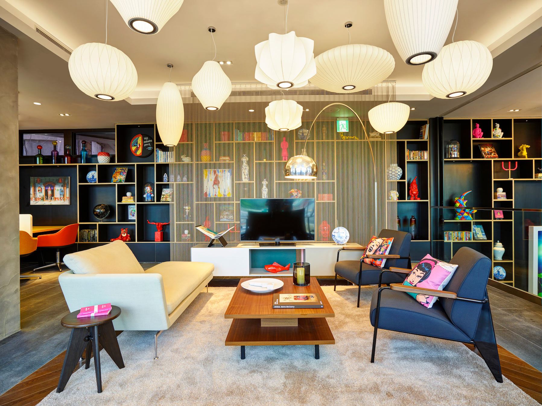 citizenM-Taipei-North-Gate---Living-Room-3.jpg
