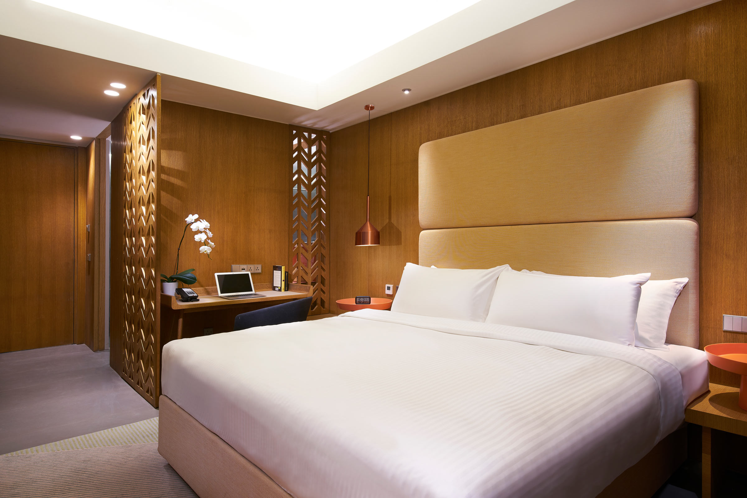 Oasia-Hotel-Downtown,-Singapore---Superior-Room_KING.jpg