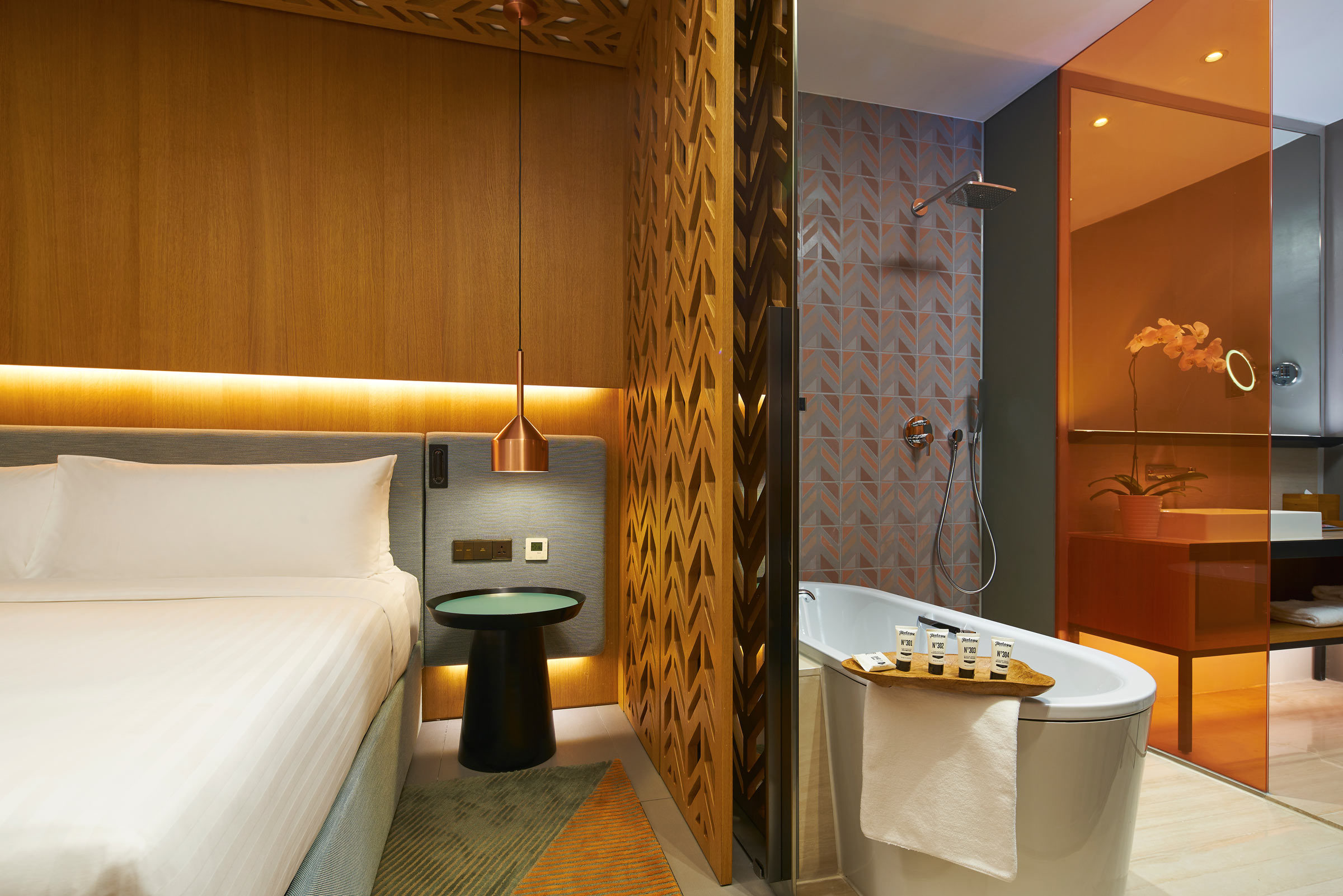 Oasia-Hotel-Downtown,-Singapore---Club-Room-(Bath-2).jpg