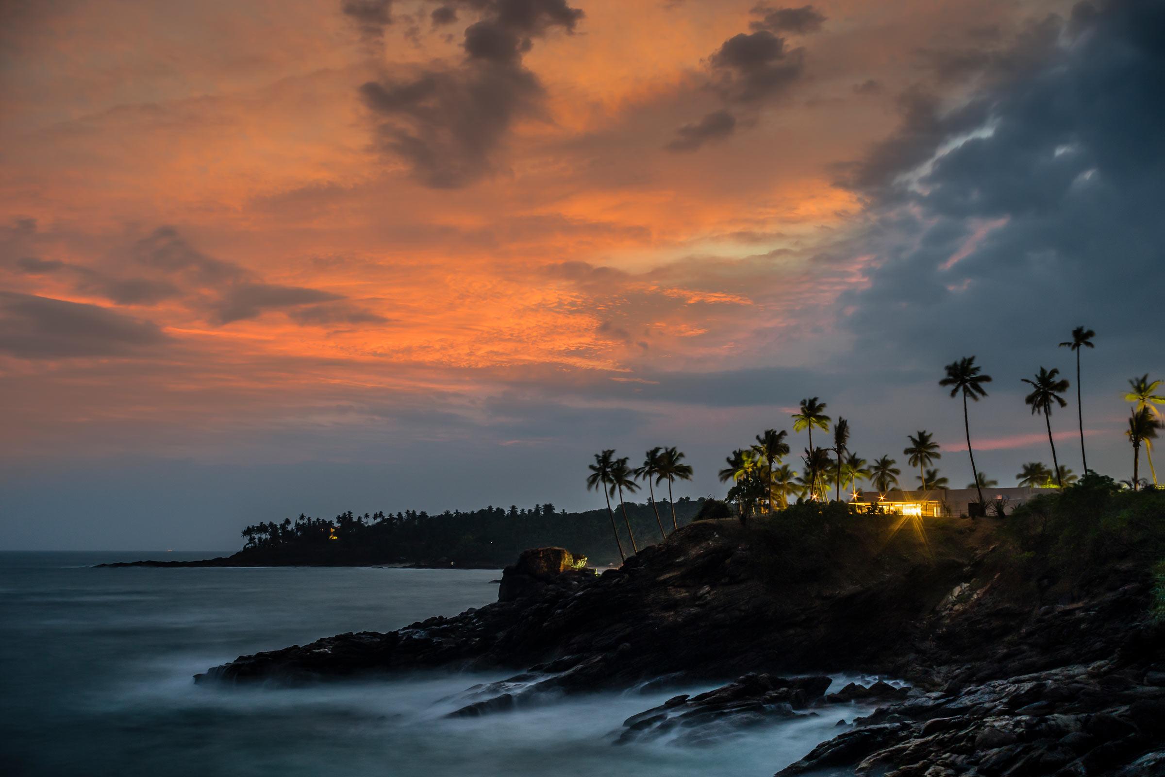 Anantara-Peace-Haven-Tangalle-Resort-_-Il-Mare_-sunset.jpg