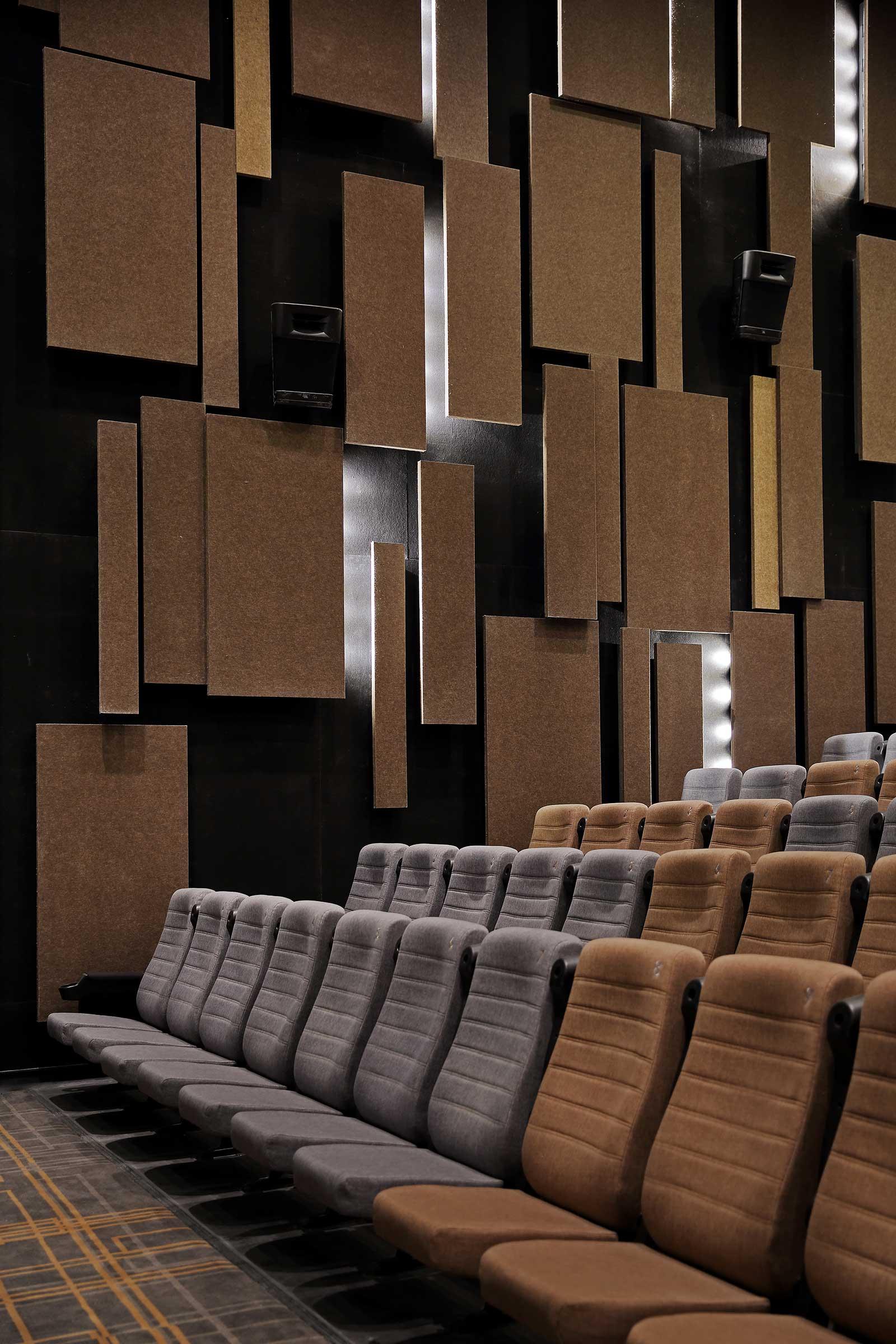 Xiangyang Fanyue Mall International Cinema. Images by Jonathan Leijonhufvud