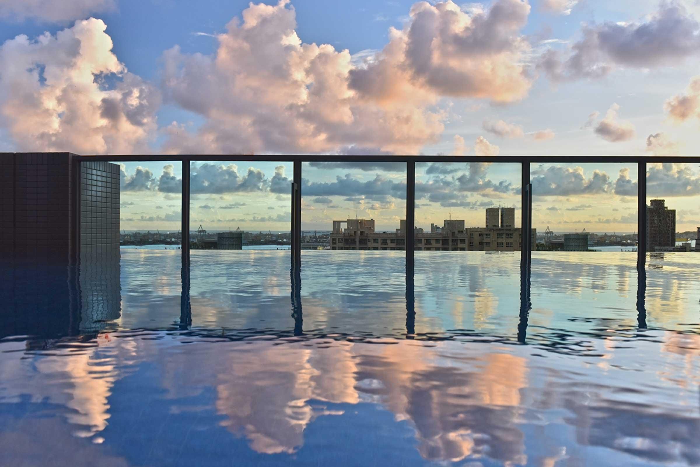 16F海立樓-半露天無邊際泳池.jpg