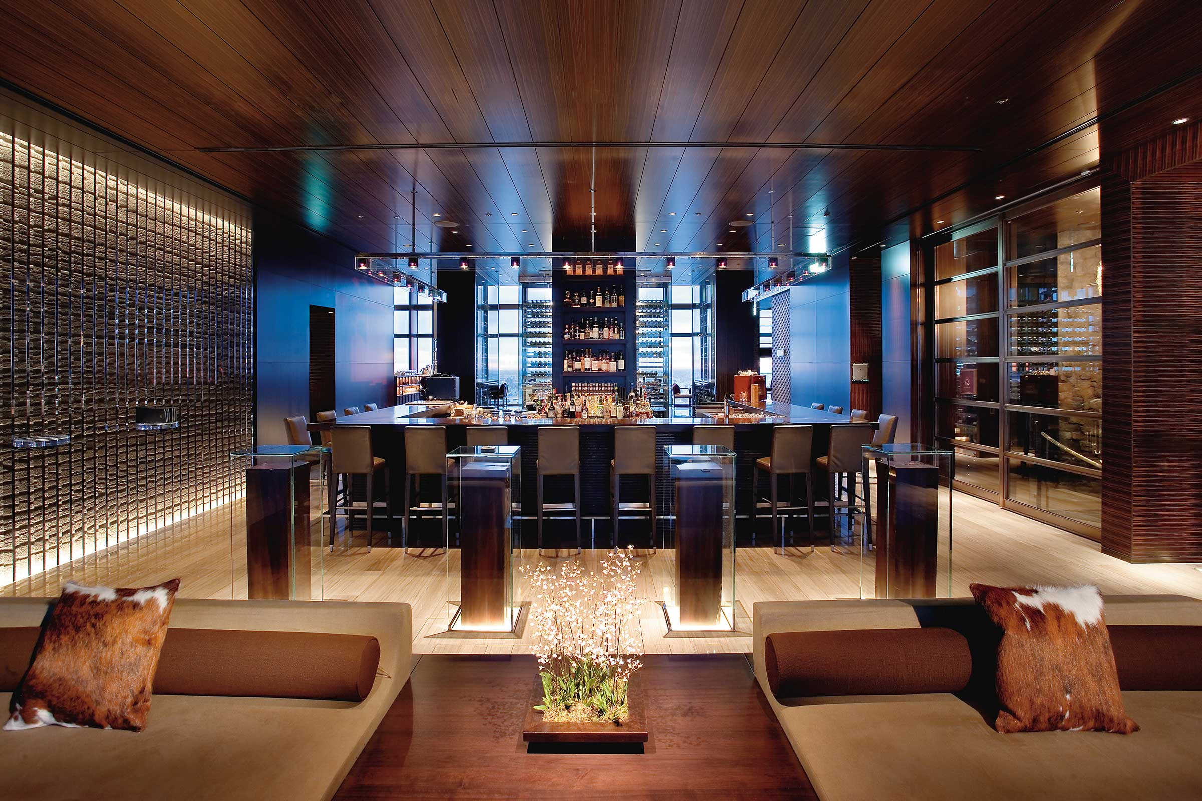 tokyo-restaurant-mandarin-bar-01.jpg