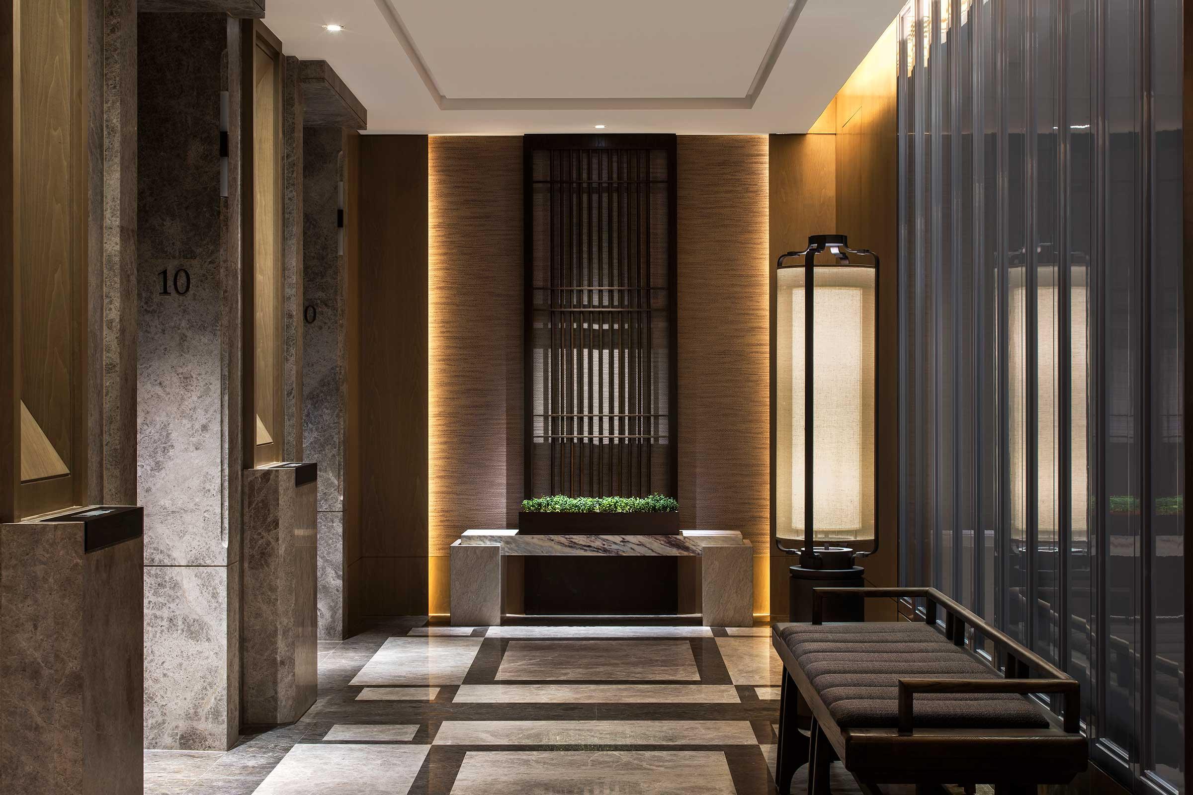 St.RegisHongKong,-Guest-Room-Floors,-Lift-Landing.jpg