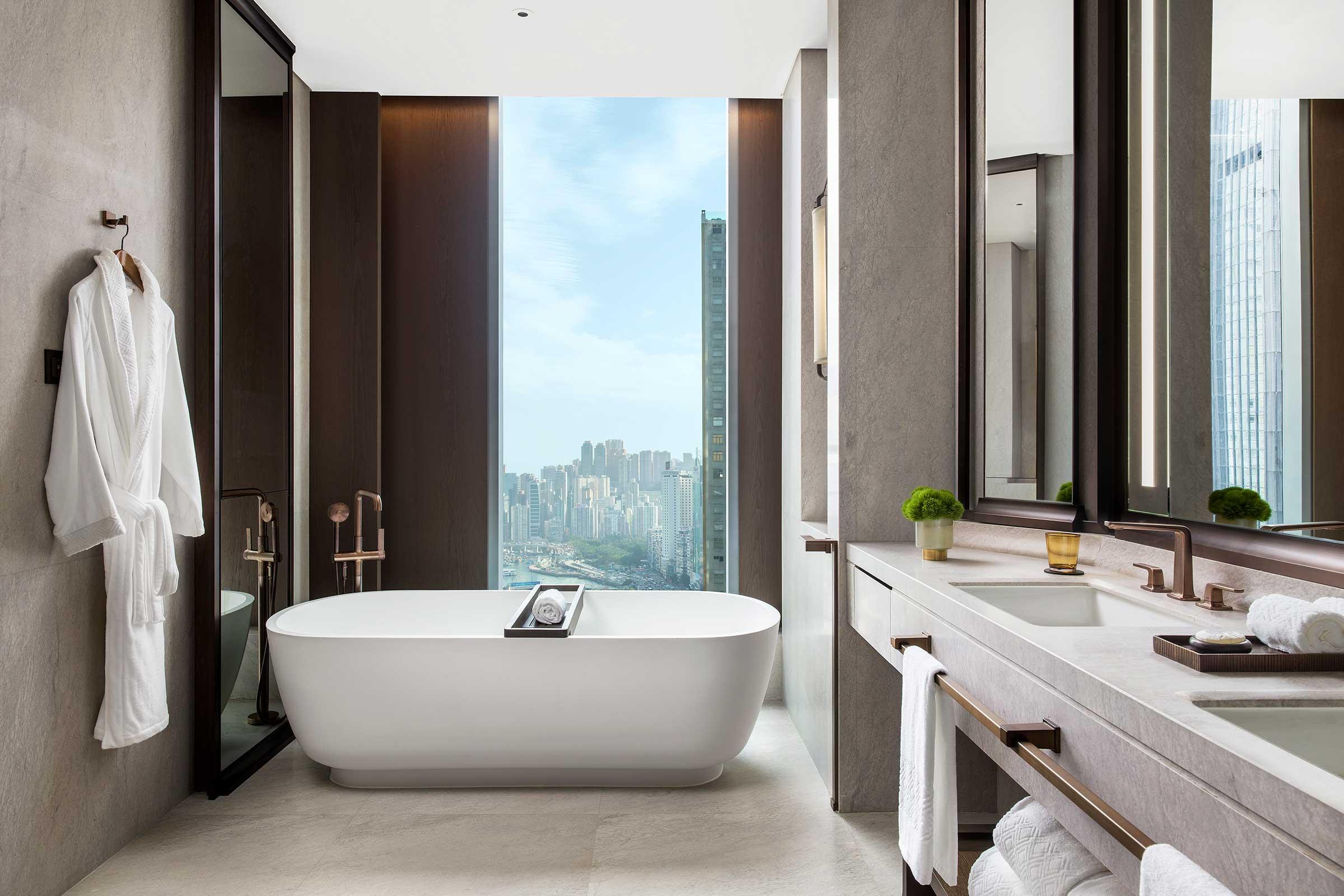 St.RegisHongKong,-St.Regis-and-Metropolitan-Suite,-Bathrm.jpg