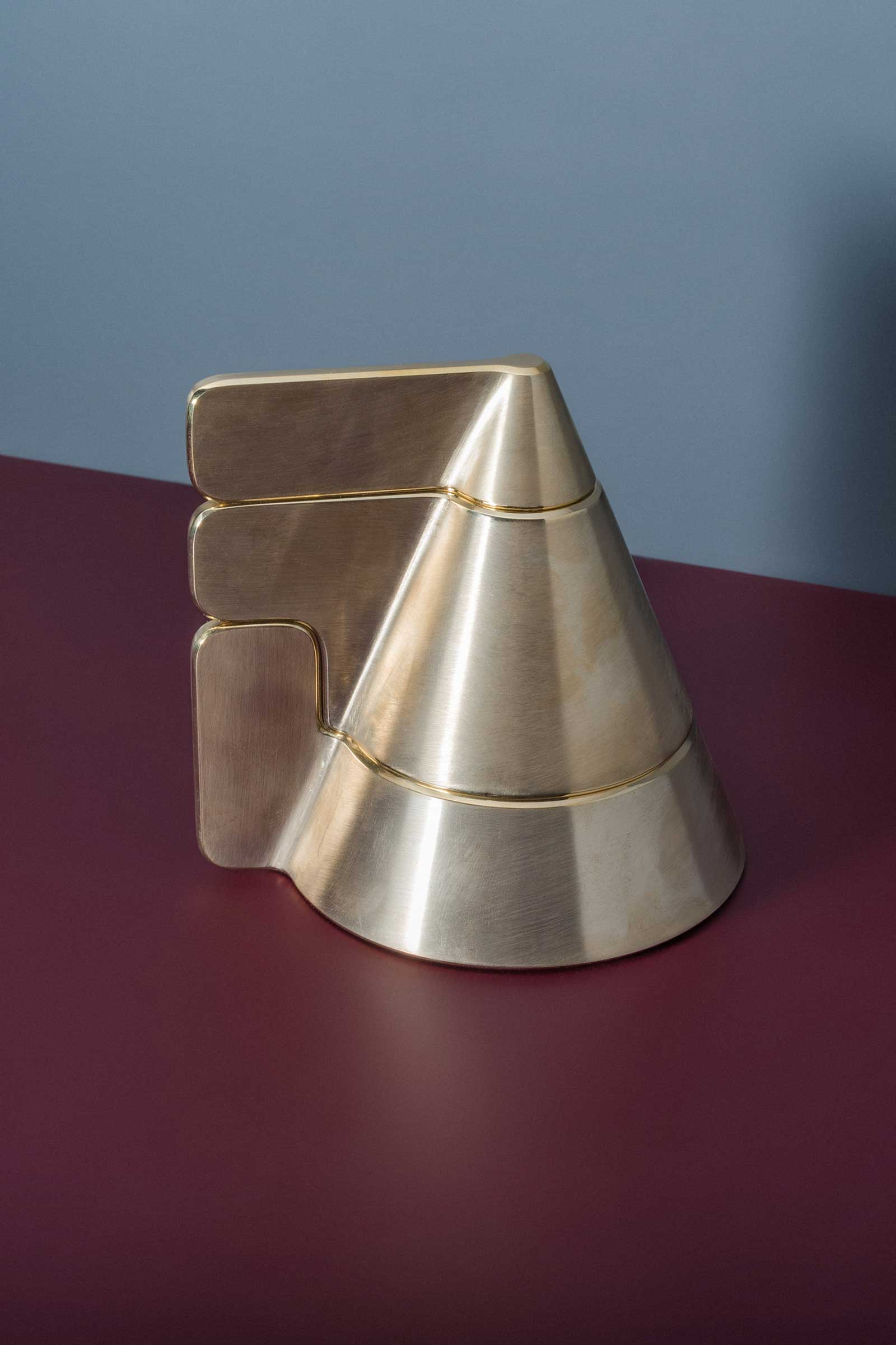 10-Studio-Dejawu-cone_candle_holder_01.jpg