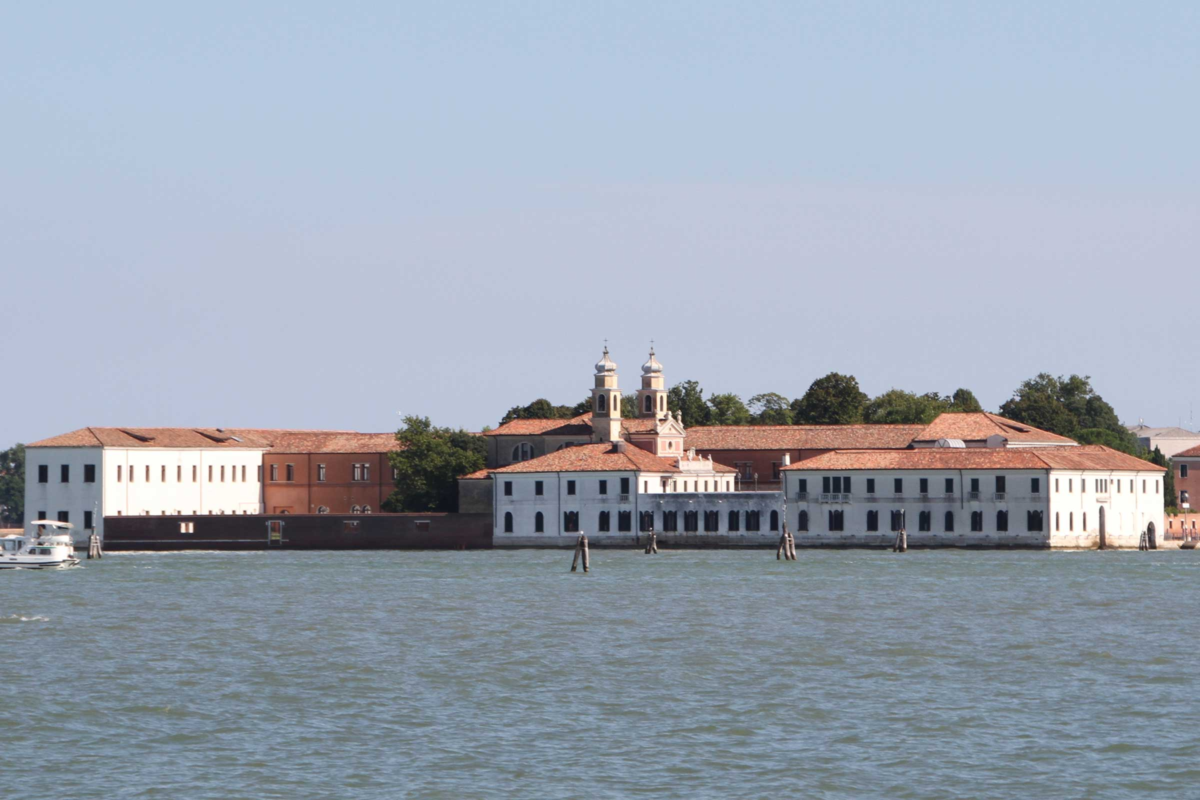 Image-of-the-San-Servolo-Island-in-Venice,-Italy-©-Erlend-Bjørtvedt-(CC-BY-SA).jpg