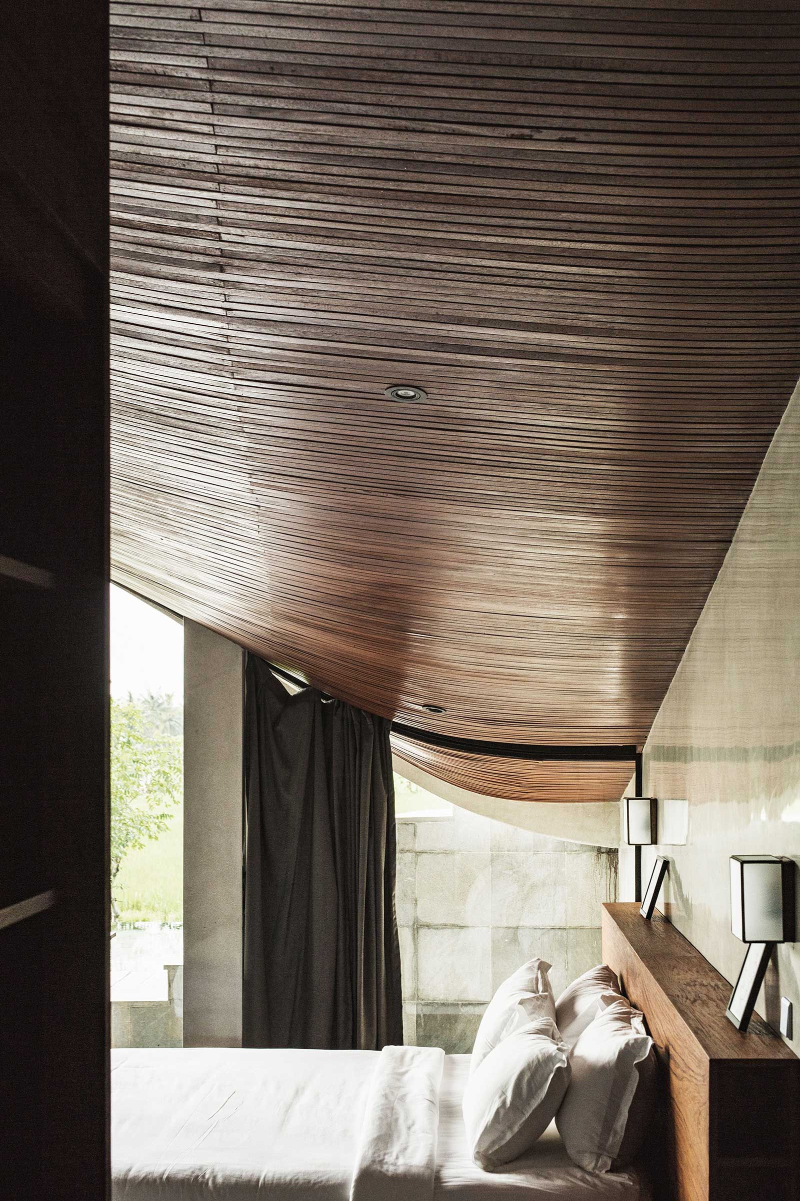 Flow-House---Interiors-(Room-1)-(4-of-11).jpg