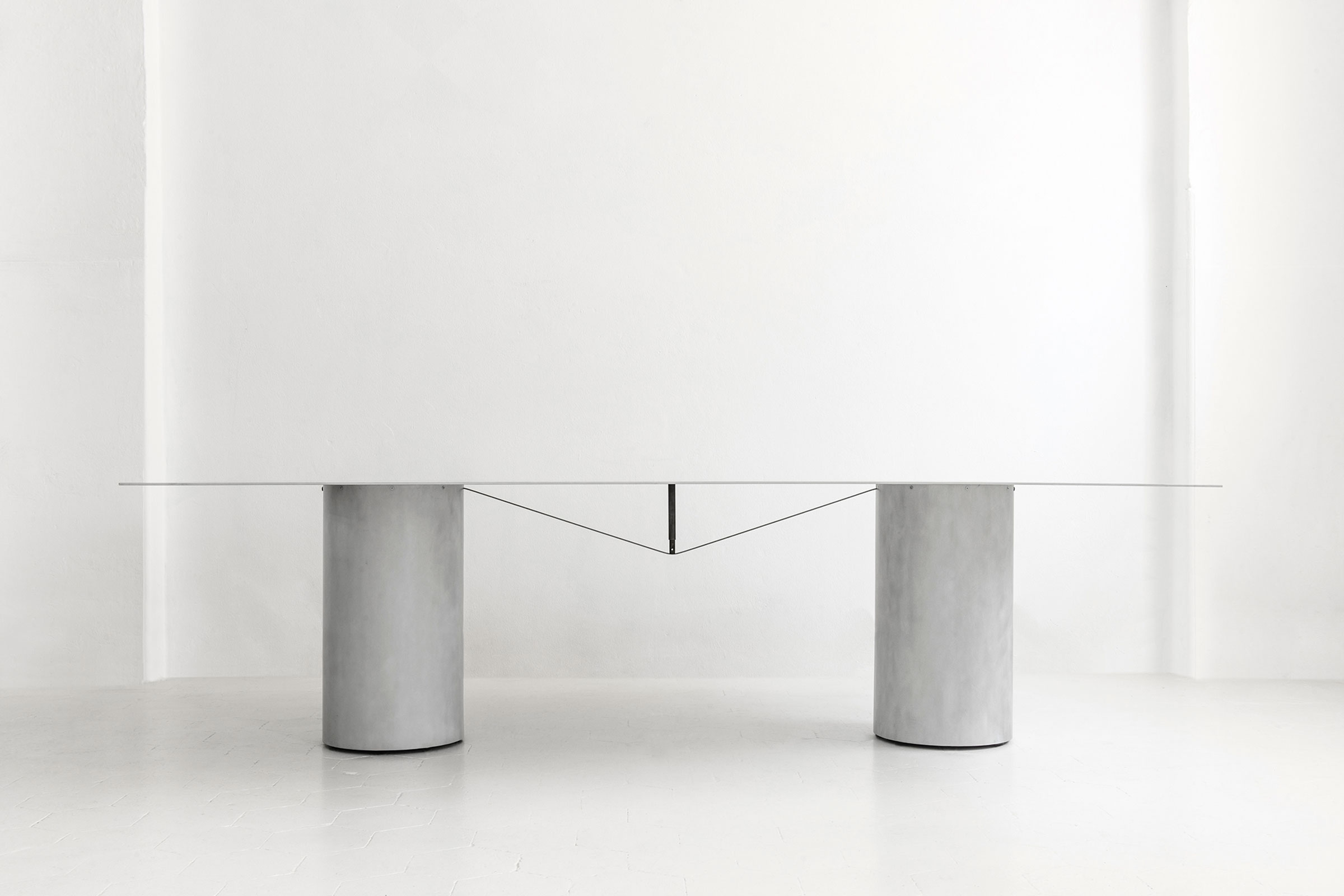 Equilibrium rectangular table by Guglielmo Poletti. Image courtesy of Galleria Rossana Orlandi