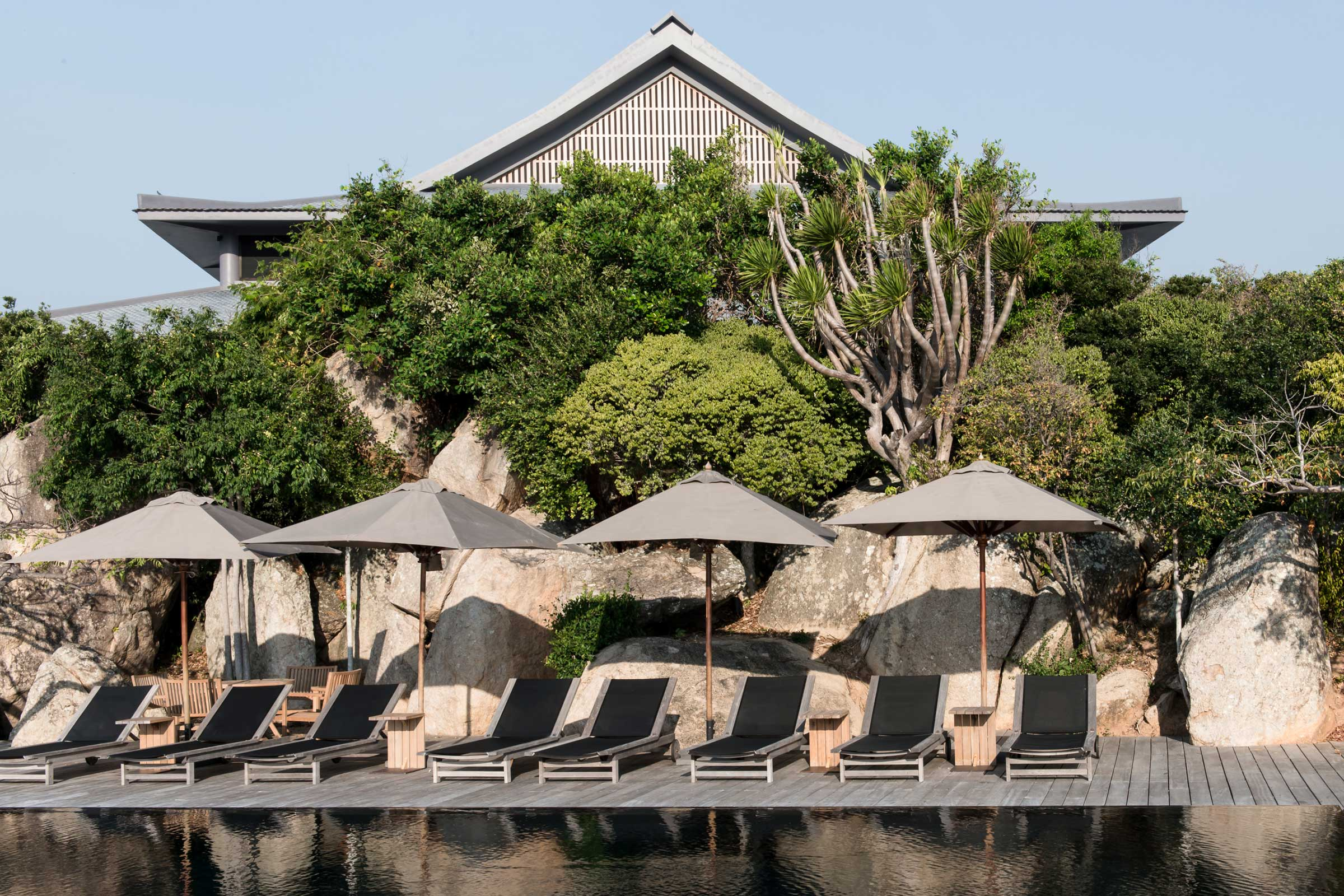 Amanoi,-Vietnam---Cliff-Pool-Sun-Loungers_High-Res_6086.jpg