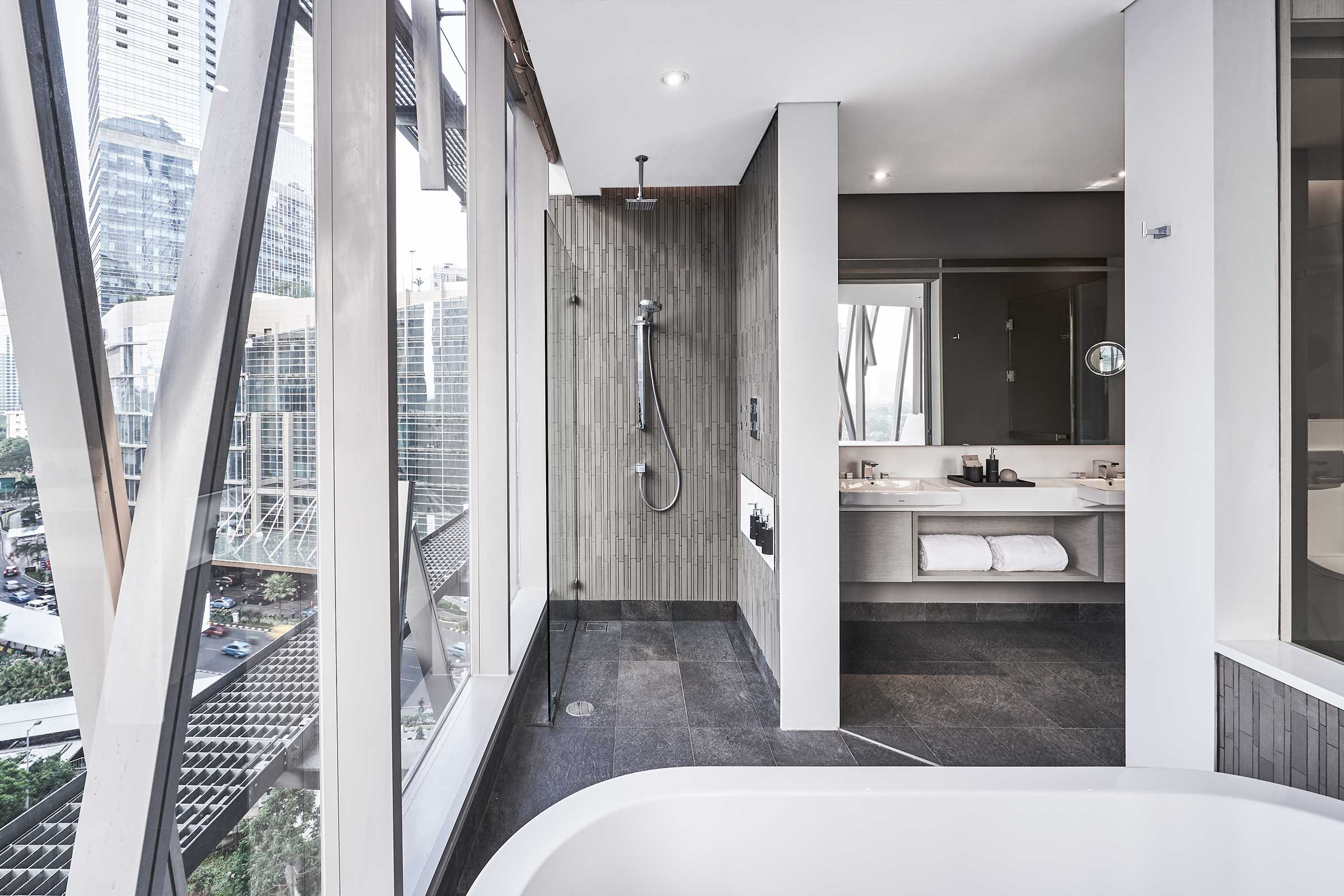 AJS---Accommodation---XL-King---Bathroom.jpg