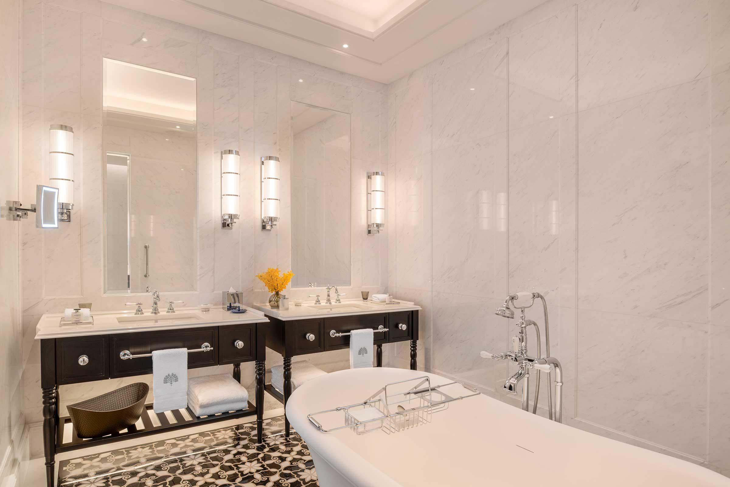 Courtyard-Suite---Bathroom-v1.jpg