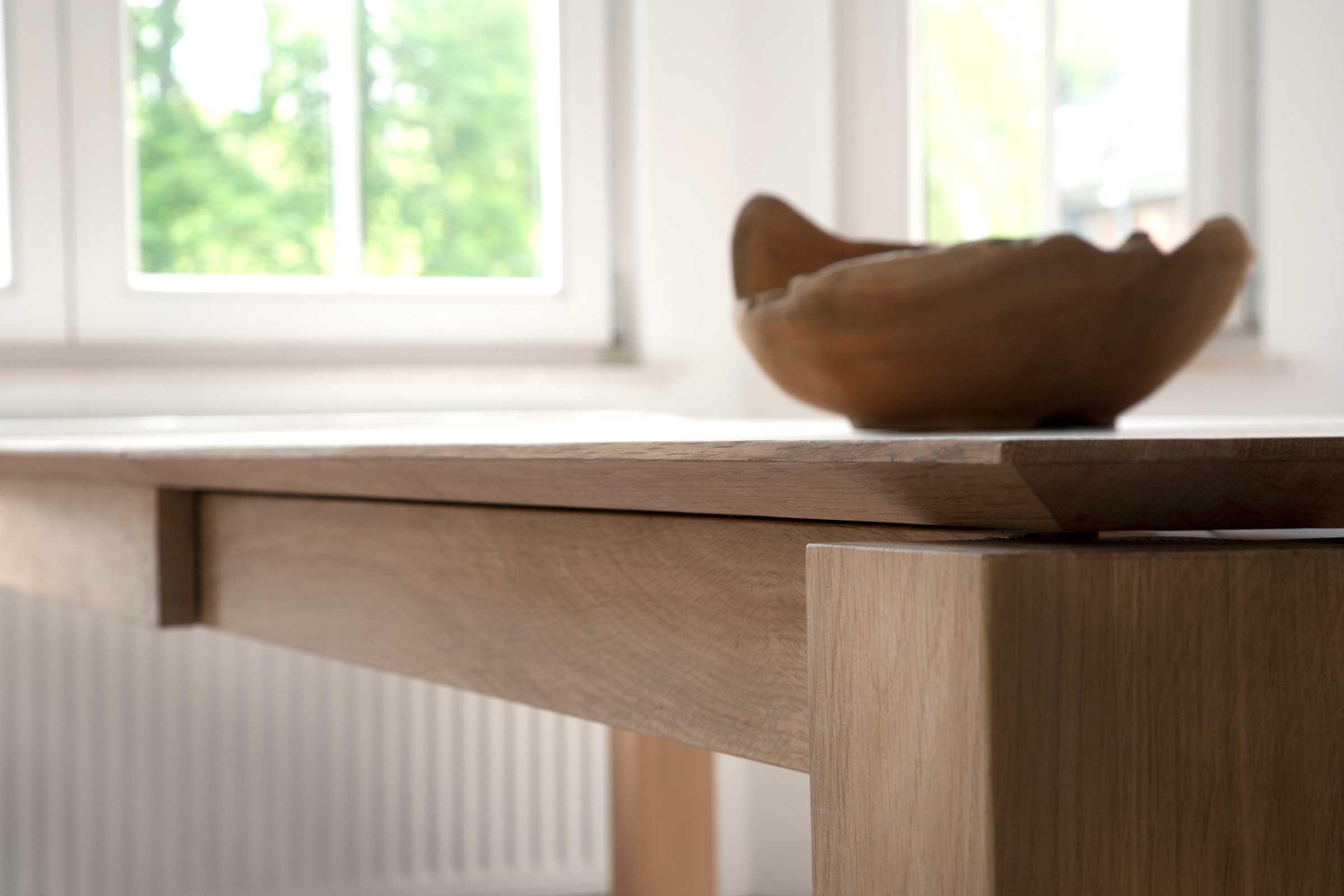 51943-Oak-Slice-extendable-dining-table-detail.jpg