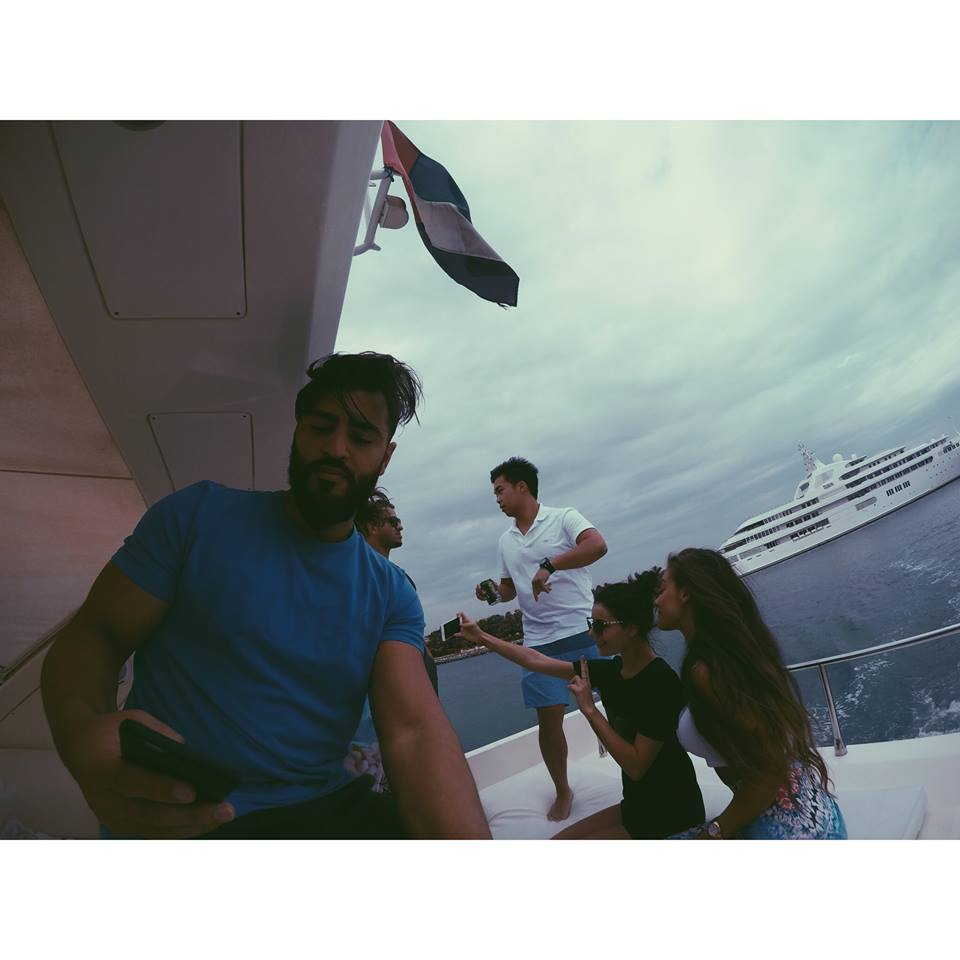 taking selfies in dubai on a yacht carla maria bruno dubai yacht party marina jlt jbr boat travel influencer travel blogger travel vlogger lifestyle influencer lifestyle blogger lifestyle vlogger fashion travel tips tourism.jpg