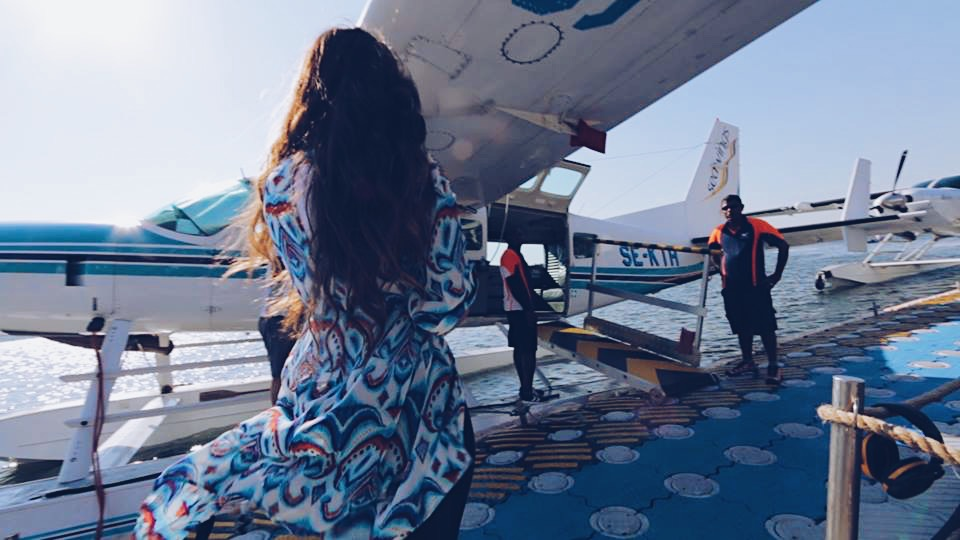 getting on the plane carla maria bruno travel influencer travel blogger travel vlogger in dubai with seawings dubai fashion and lifestyle blogger lifestyle vlogger lifestyle influencer bebe swarovski.JPG