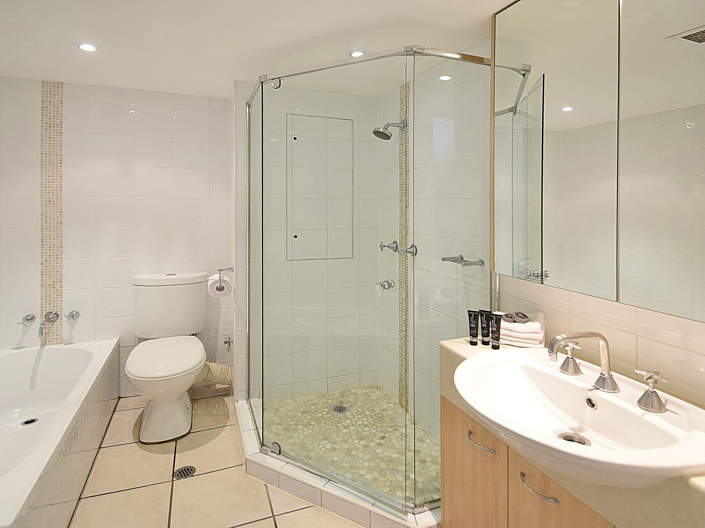 27-Fairshore-Bathroom.jpg