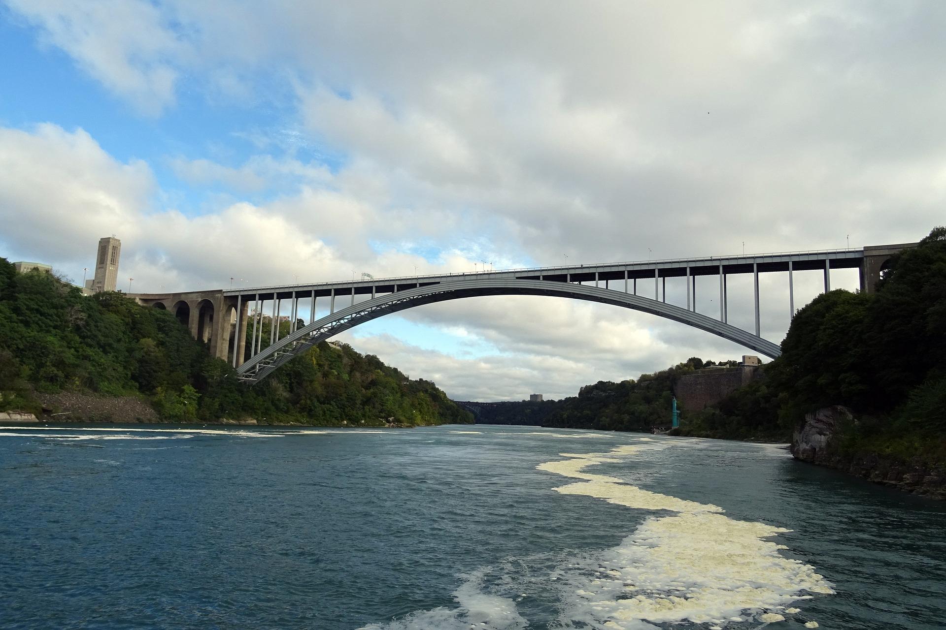 bridge-1032303_1920.jpg