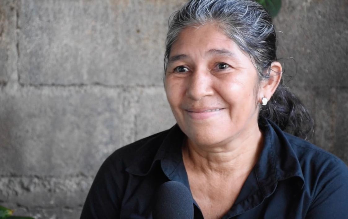Reyna padilla   Reyna es una mujer entregada al desarrollo de su pequeño negocio. Luego de visitar ASMUCAN por recomendación de una amiga, el día a día de ella iba a cambiar por siempre.  ¡Conocé el resto de su historia!