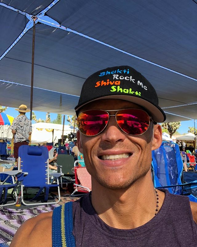At #Bhaktifest I have just realized that I have a new superpowers! I can be authentically irritated and authentically kind to the same person at the same time!😊🙏🏼. I can Love someone and feel free to make the choices that feel right for me. I can not leave myself and go into shame just because another person is angry with me. I can hear the truth the criticism that another offers and be grateful for it because i know that it can help me grow. I can tolerate feeling shame and loss and sadness and keep my head up and my feet moving. #allgood #alljustLife #heartsrock #loveisalive 😉❤️🕉🎶🧘‍♀️👼🏻🙏🏼