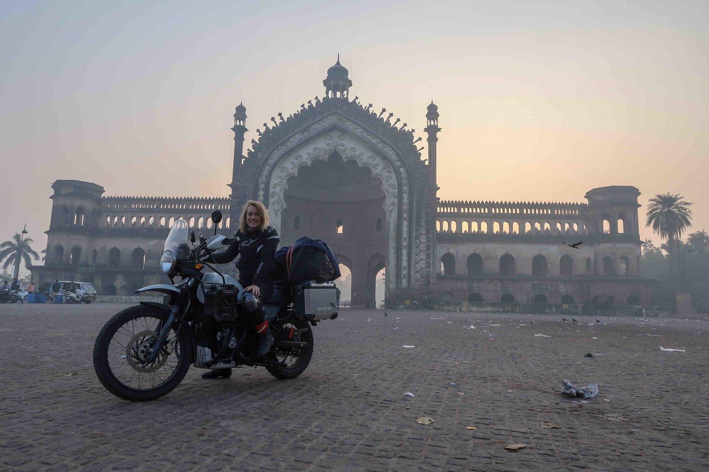 Sunrise+at+Rumi+Darwaza+in+Lucknow.jpeg