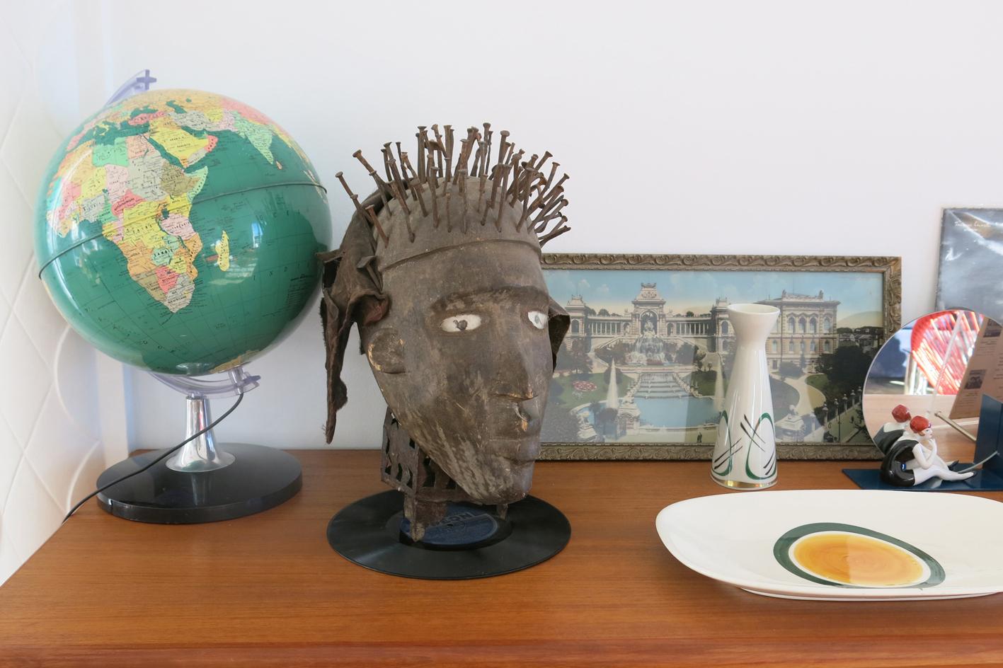 Lampe globe  Pascal Cuello  Brocante Edmond Rostand, Plat en céramique de Gien, Emmaus.