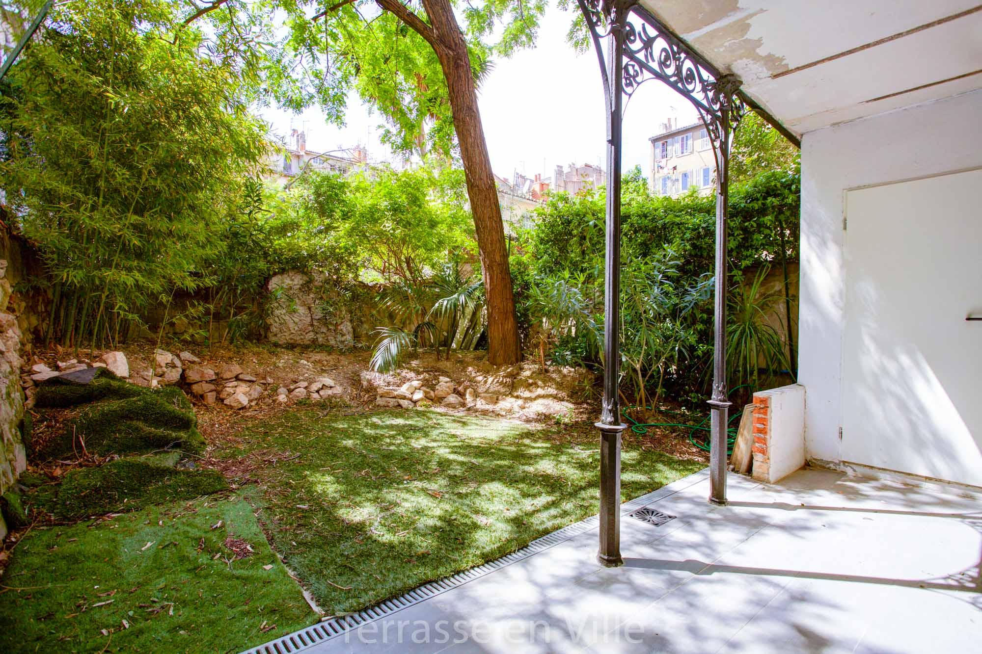 Déjà Loué - Eugène Pierre - T2 - Jardin - 800 € — Terrasse en Ville ...