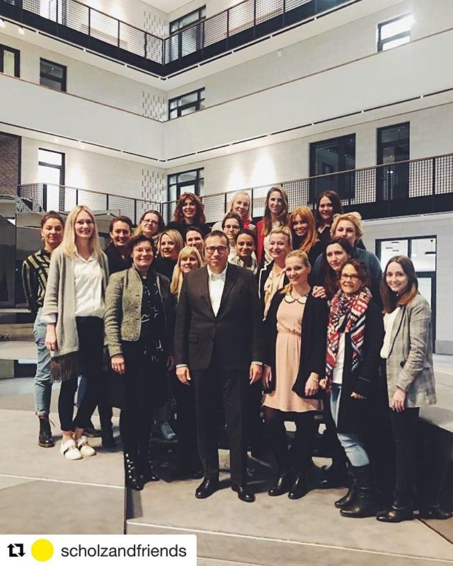 Flipping the script 🙌🏻 kicking off our 2019 female mentoring programme in Hamburg with some powerhouses ✨🔥 . . .  #boss #femaleleadership #workofwomen #&wow #scholzandfriends #thisisscholzandfriends #mentoring #empowerment