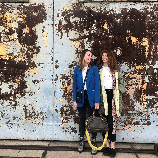 Just casually hanging out in front of a wall with @henrike.redecker during #femalefutureforce day 'cause that's how friends do 👭 Thank you @editionf_com for putting the day together! 🙌🏻 And thanks @lottiadam and your eye for 'grammable backdrops 📸🤪 . . . #friends #girlbosses #empowerment #womenhelpingwomen #wildhair #ginger . . Bagstrap and phone bag @gabrielefranzen    jacket @marfastance [unbezahlte Anzeige]