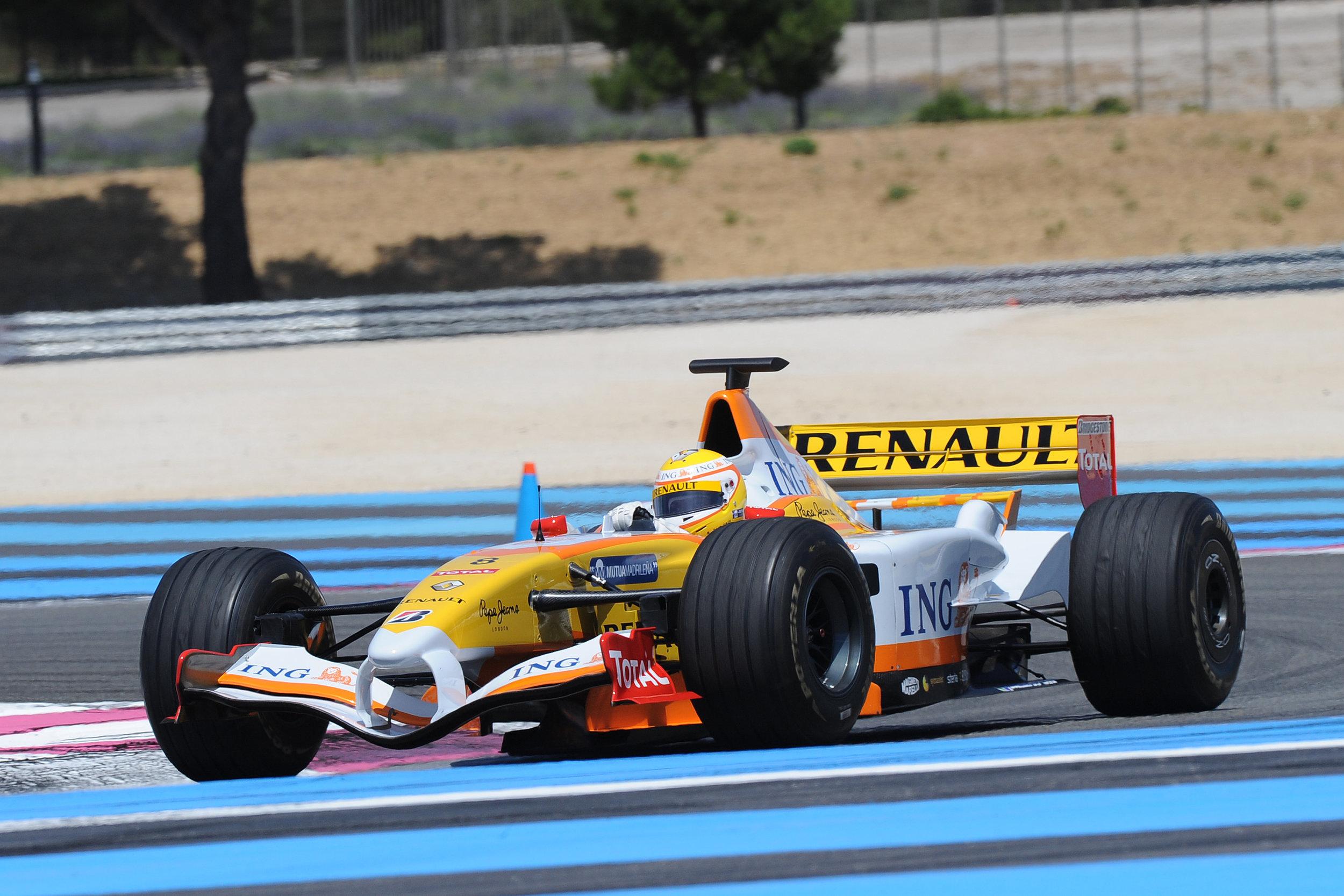 Driving Alonso 2006 F1.jpg