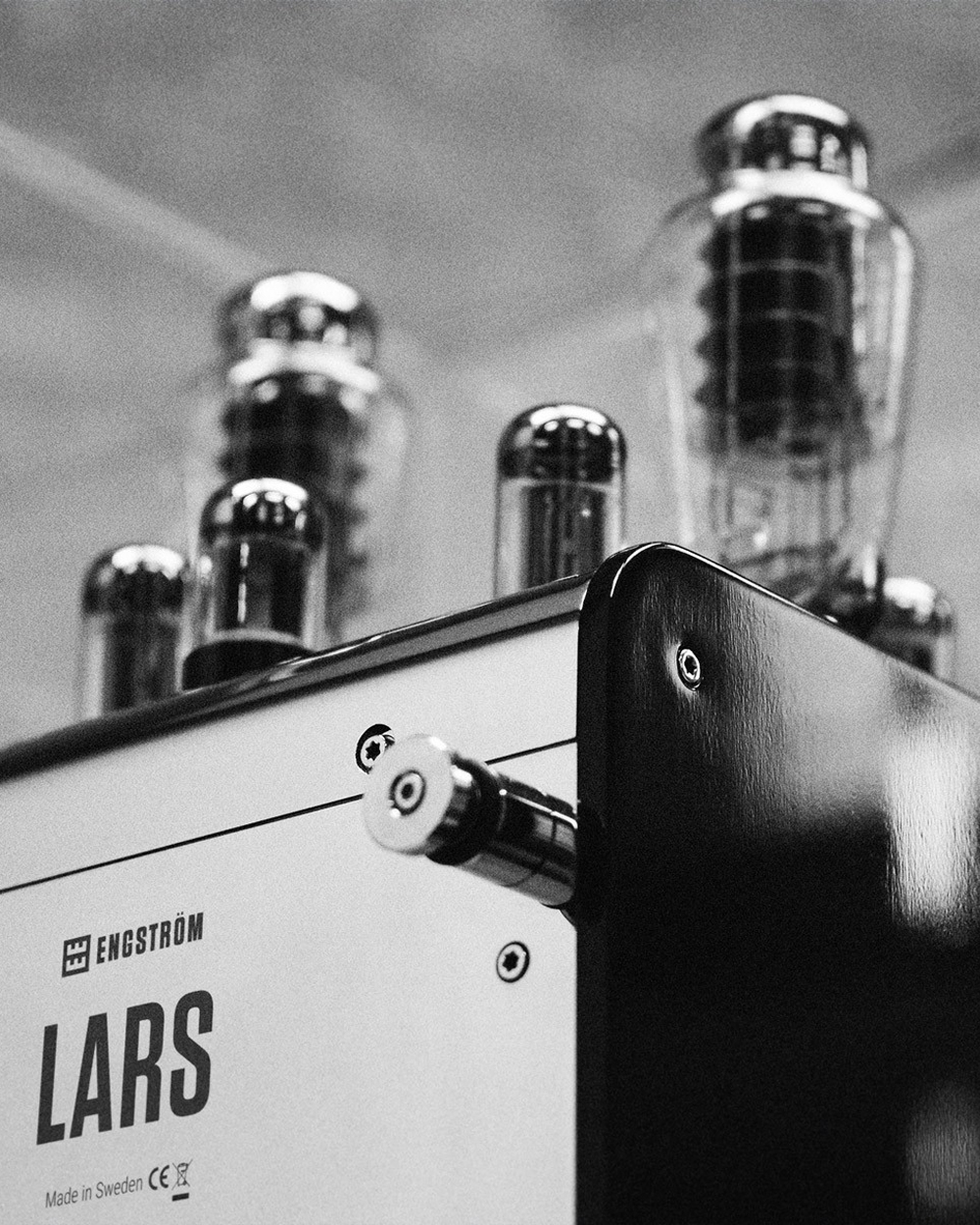 LARS - ..POWER AMPLIFIERNamed after our co-founder Lars Engström, LARS is our critically acclaimed power amplifier. Each unit features the world's best components and materials, hand-selected by Lars himself, alongside our own custom parts.