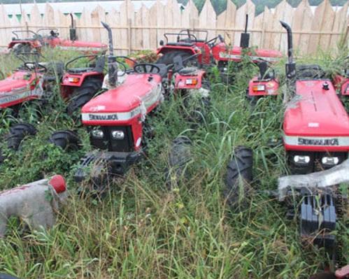 tracteurs_abandonnes_ebwa_00878_ns_600.jpg