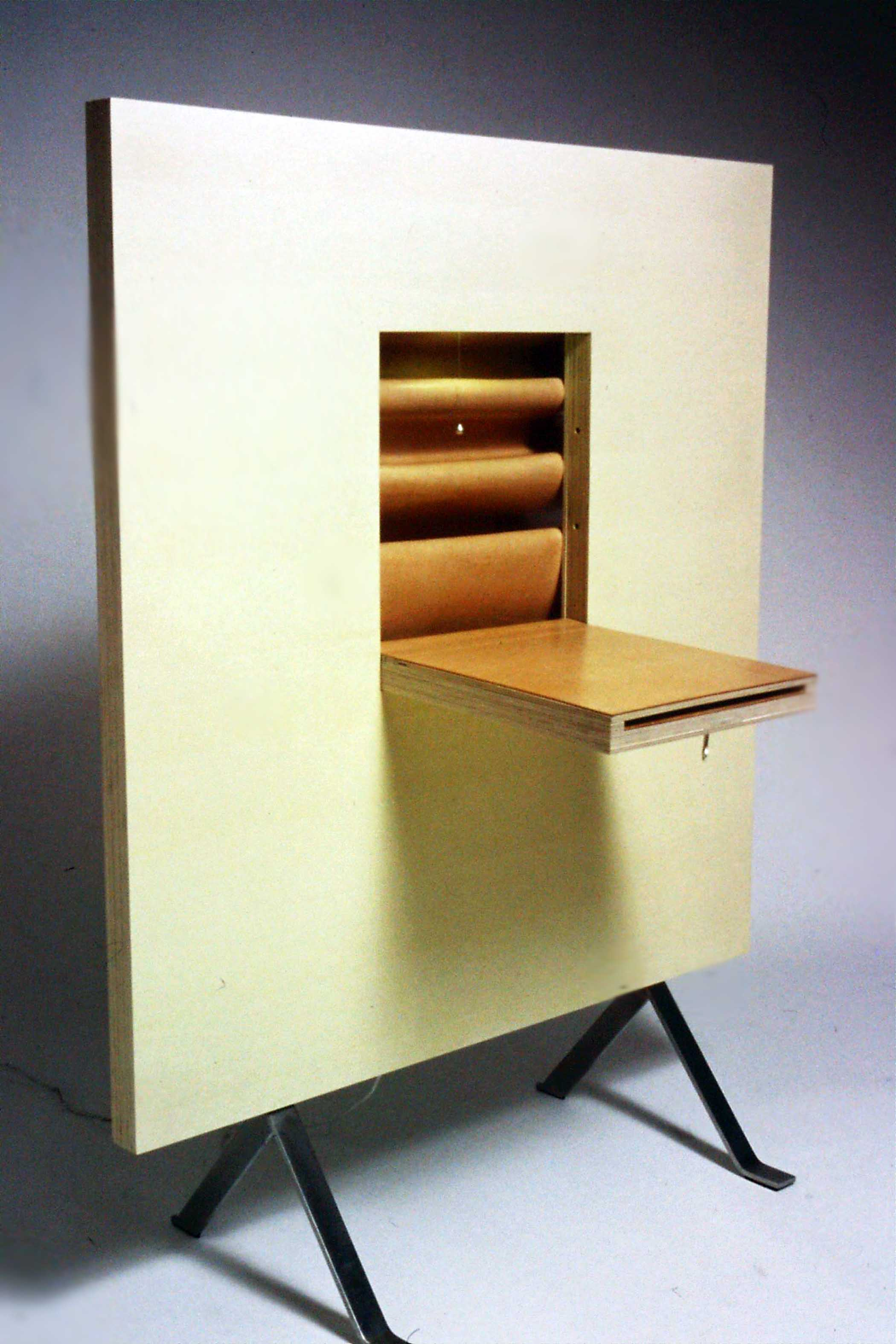 Wall desk in wood and leather