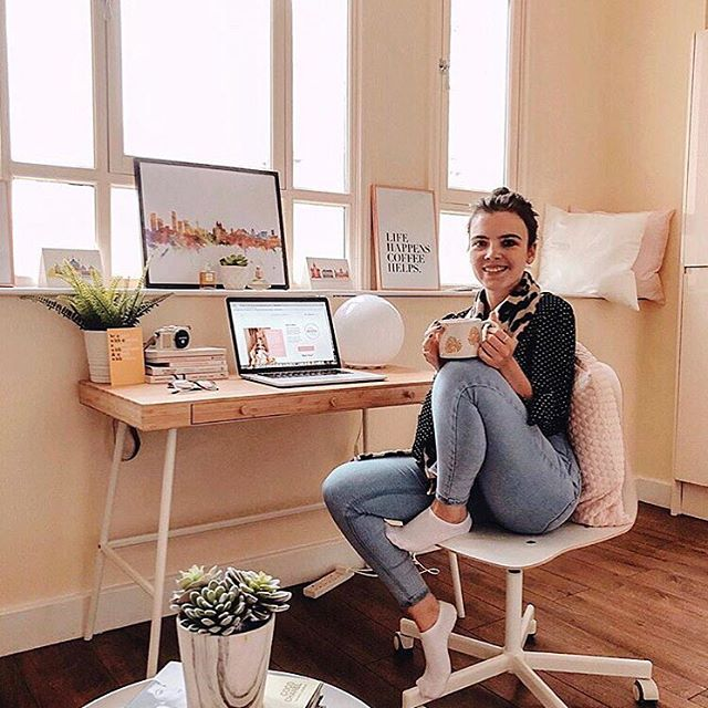 M E ET  T H E  P A N E L ✨ meet @soph.rosie, a blogger and the founder and editor or @girlsinwork, an online resource with the aim of empowering, inspiring and motivating women to break through social & personal barriers to achieve success at work 👩🏻‍💻 Sophie has a distinctive style of photography which she shares on her Instagram and blog, and I'm so excited to speak to her on Thursday about the way she shares content online, how she built her brand online and where on earth she finds all these gorgeous coffee spots she shares on Instagram! ☕️ join us at @onefineday_liv this Thursday evening to hear from Sophie and the rest of our amazing panel, meet new people and have a drink with us 🥂 ⠀⠀⠀ ⠀ ⠀⠀⠀ ⠀ ⠀⠀⠀ ⠀ ⠀⠀⠀ ⠀ ⠀⠀⠀ ⠀ #girlsdoingcoolthings #womensupportwomen #communityovercompetition #amazingwomen #livbloggers #livblogsquad #blogandbeyond #girlgang #liverpoolevents #eventsliverpool #ladiesnightout #createyourlife #lbloggers #ukblogger #thegirlgang #girlpower #grlpwr #thisdelightfullife #findingthejoyineveryday #theeverygirl #womeninbusiness #careergirl #careergirldaily #girlbossmoment #abmhappylife #creativehappylife #onegirlband #createtocultivate #liveauthentic #womenwho