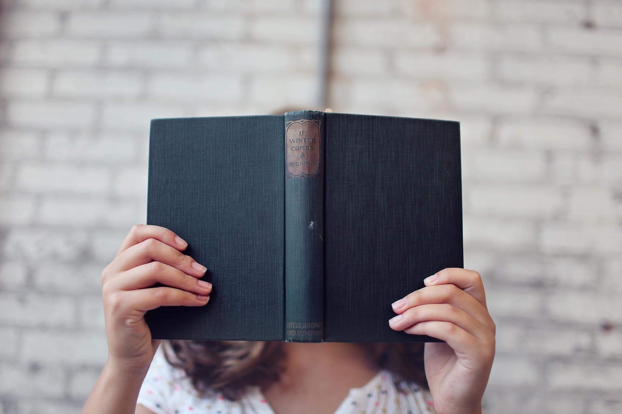 blur-book-girl-373465.jpg