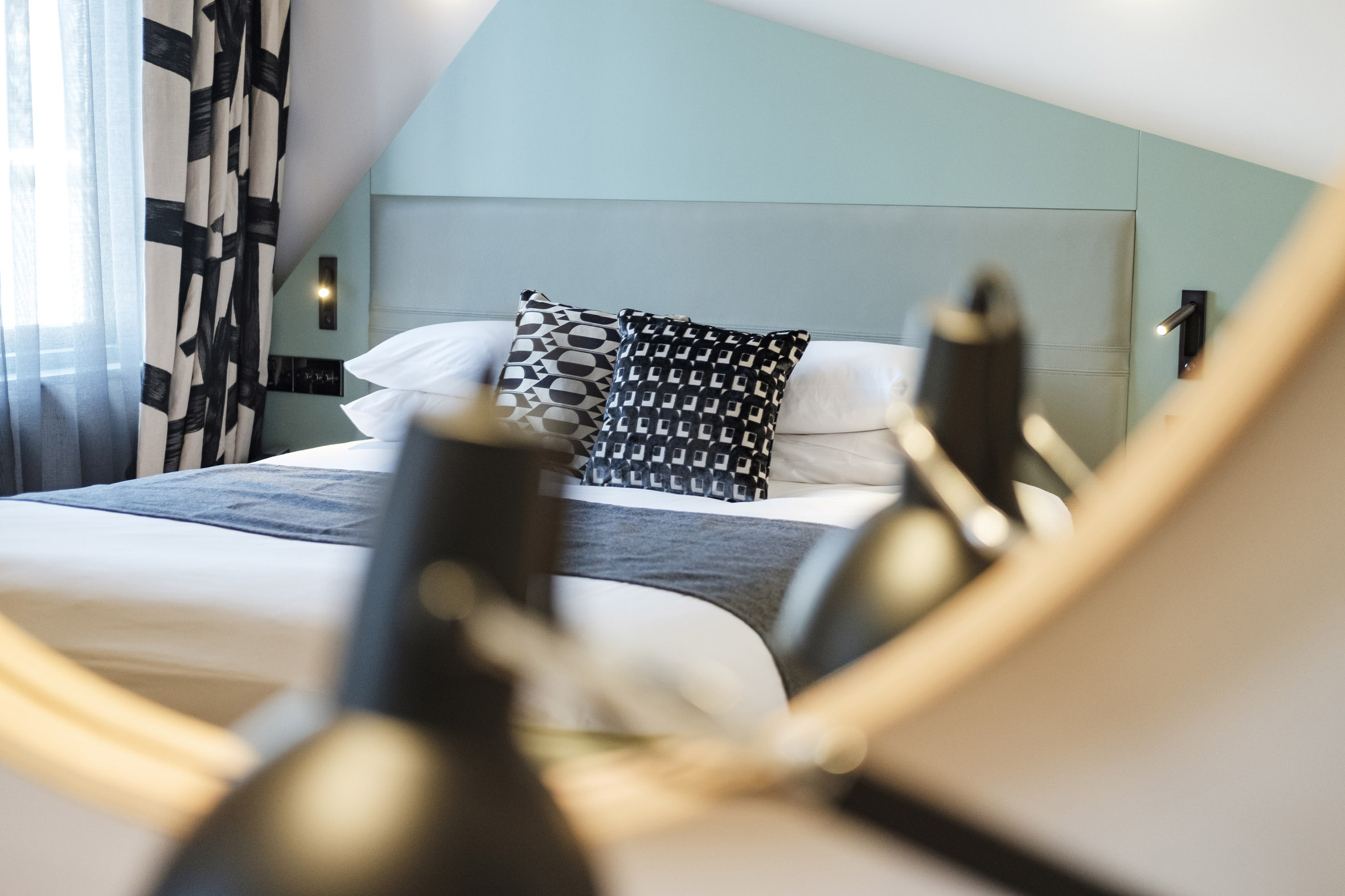 Sibley Grove-Fox & Goose Hotel-London-Mirror-teal.jpg