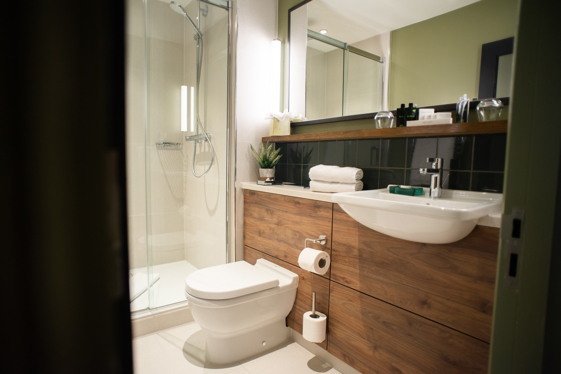 The-Counting-House-Superior-Bathroom.jpg