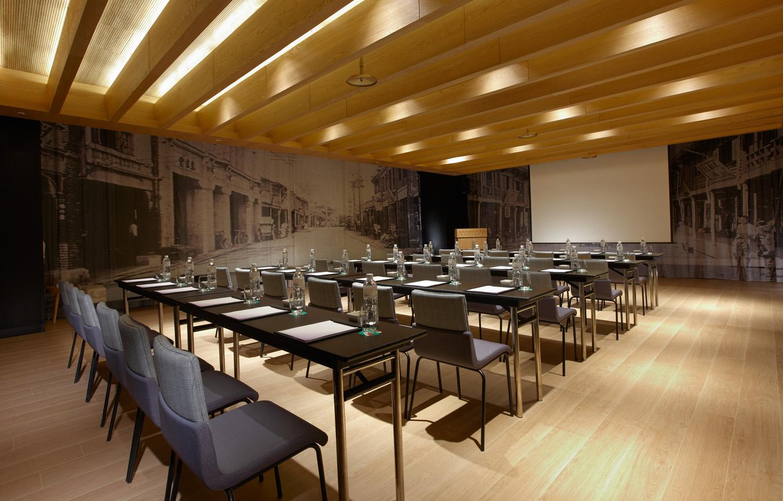 half_Meeting Room.jpg
