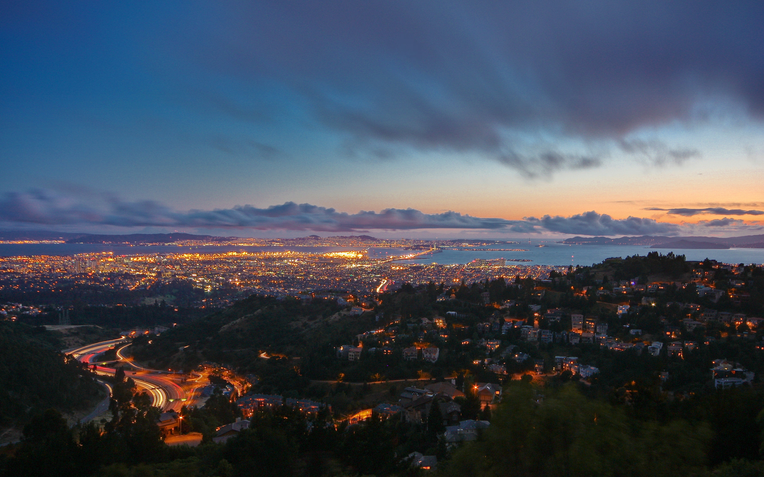 Dusk_in_the_Oakland_Hills_-_Flickr_-_Joe_Parks.jpg