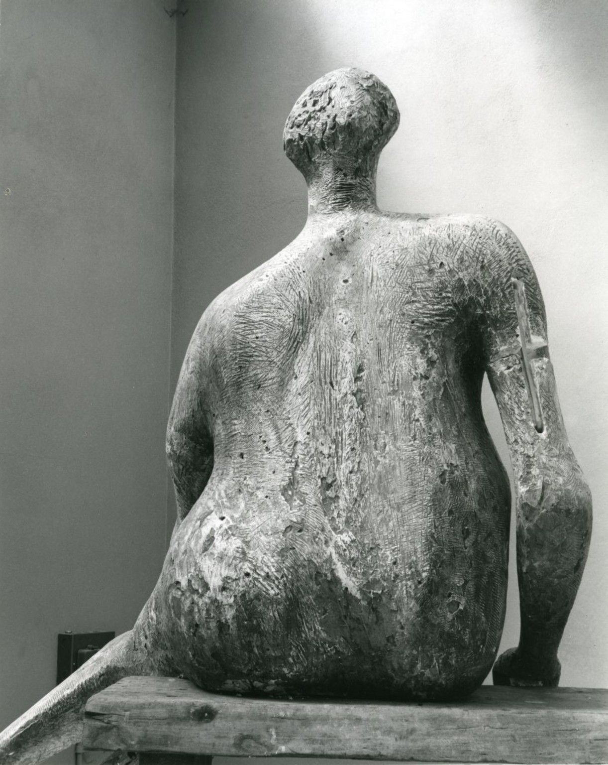 Seated Woman - Henry Moore (1957)