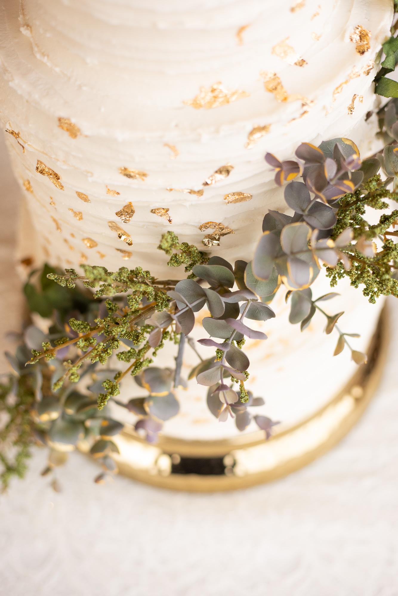 Nizhoni Bakery wedding cake at autumn wedding styled shoot.