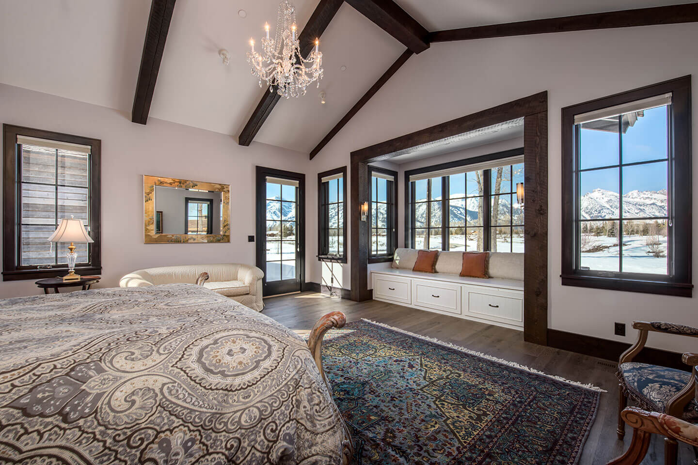Master bedroom with view on mountain range