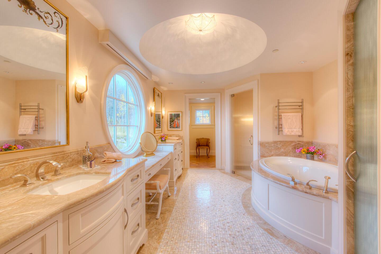 Classical style bathroom