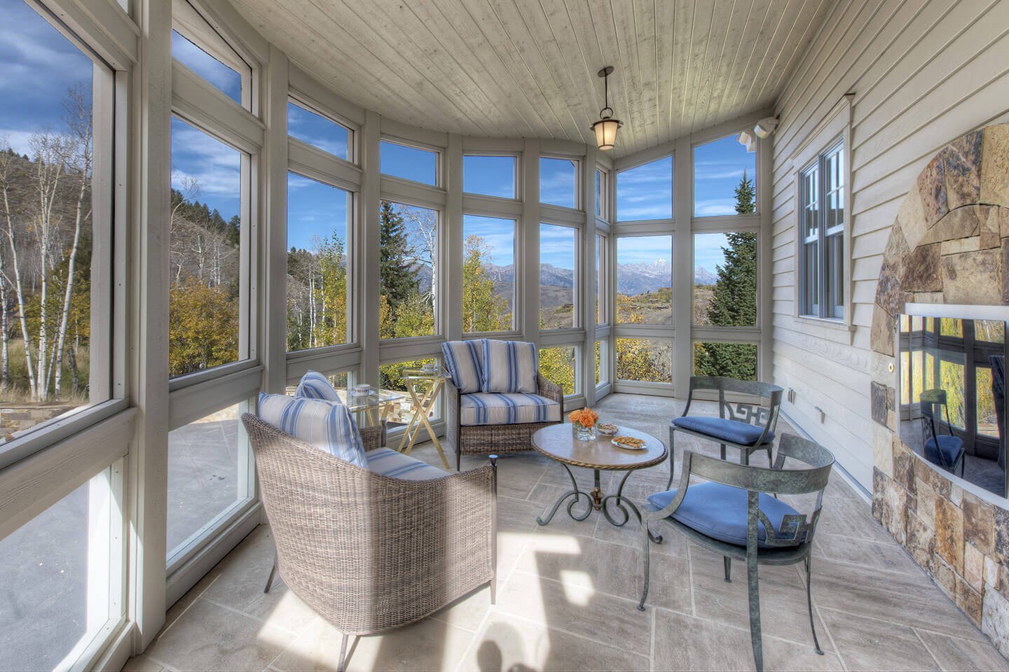 Covered patio (or sunroom)
