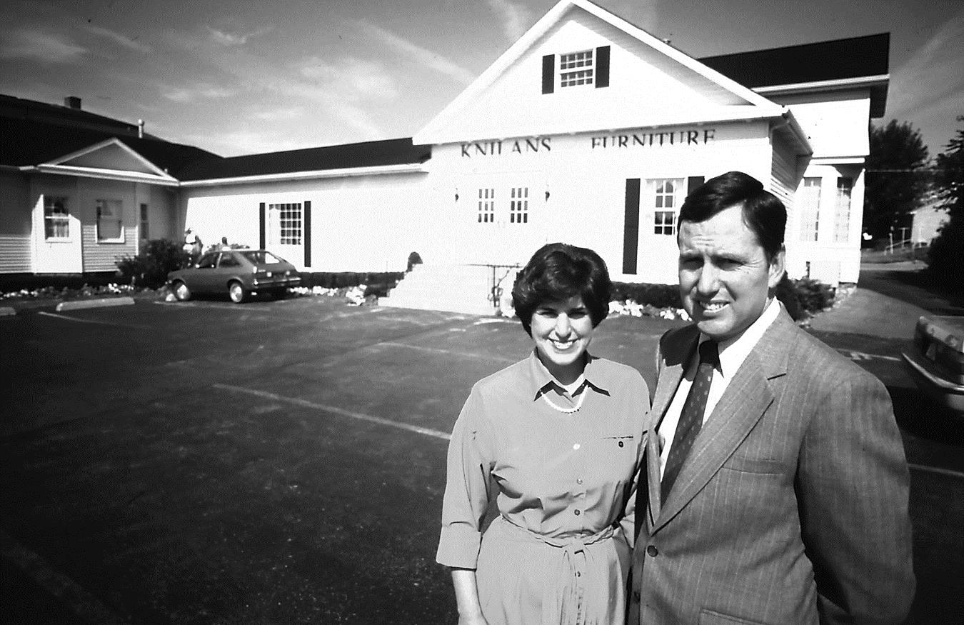 Pete & Judy Schlicksup outside Knilans' in 1990.