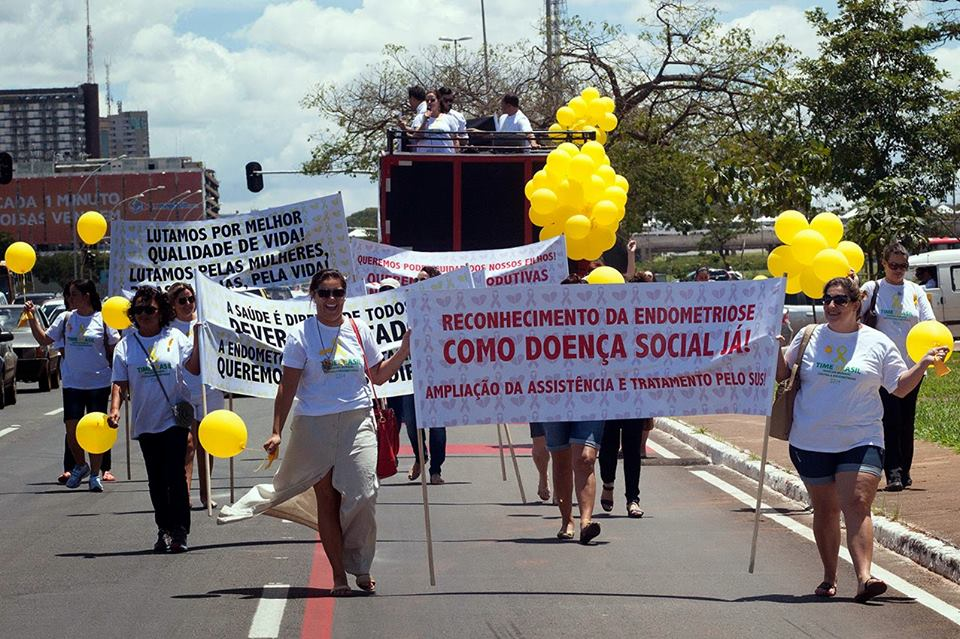 brazil 2015 march closed down streets.jpg