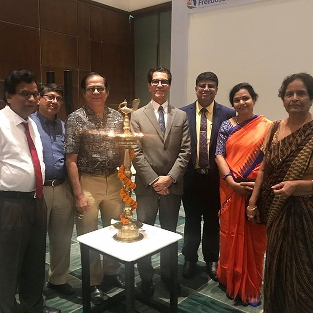 Camran Nezhat, MD, FACOG, FACS, on behalf of Worldwide EndoMarch, is in India raising awareness about endometriosis and it's crippling effects on infertility, pain, and organ dysfunction. Picture above is from his first stop in Kolkata. Very enthusiastic physicians, surgeons and patients participated.