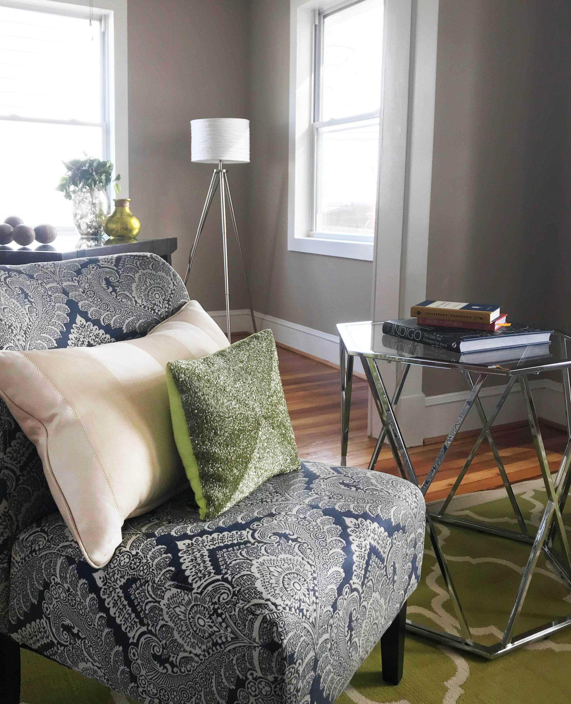 clover-oak-co-stagedtosell-linthicummd-livingroom3.jpg